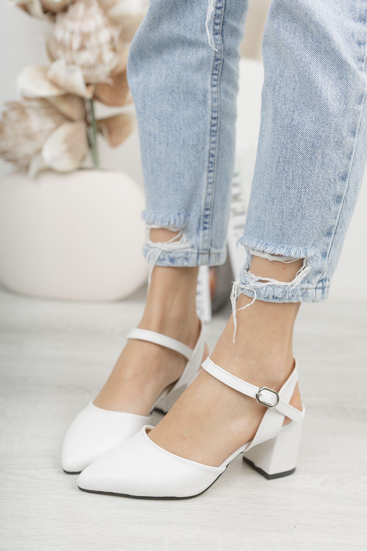 Kadın Vodes Kemer Detaylı Mat Deri Düz Beyaz Topuklu Ayakkabı