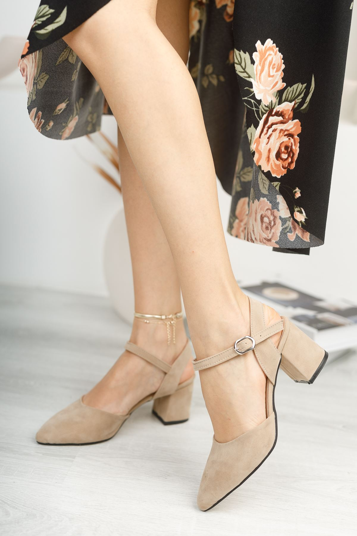 Kadın Vodes Kemer Detaylı Vizon Süet Topuklu Ayakkabı