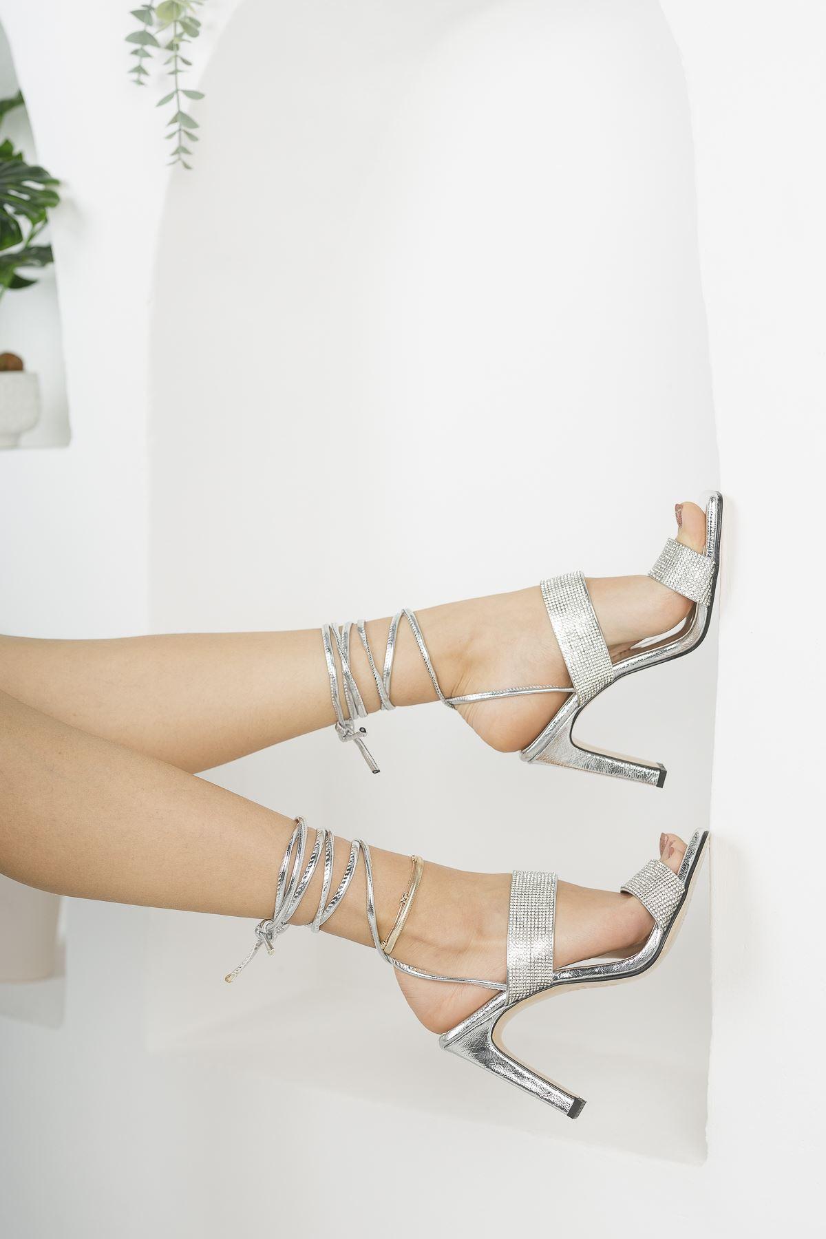 Kadın Jabel Mat Deri Bilekten Bağlama Detaylı Yüksek Topuklu Ayakkabı Gümüş