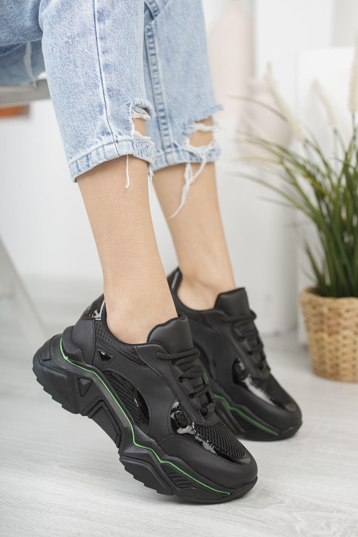 Kadın Raster Kalın Taban Siyah Spor Ayakkabı
