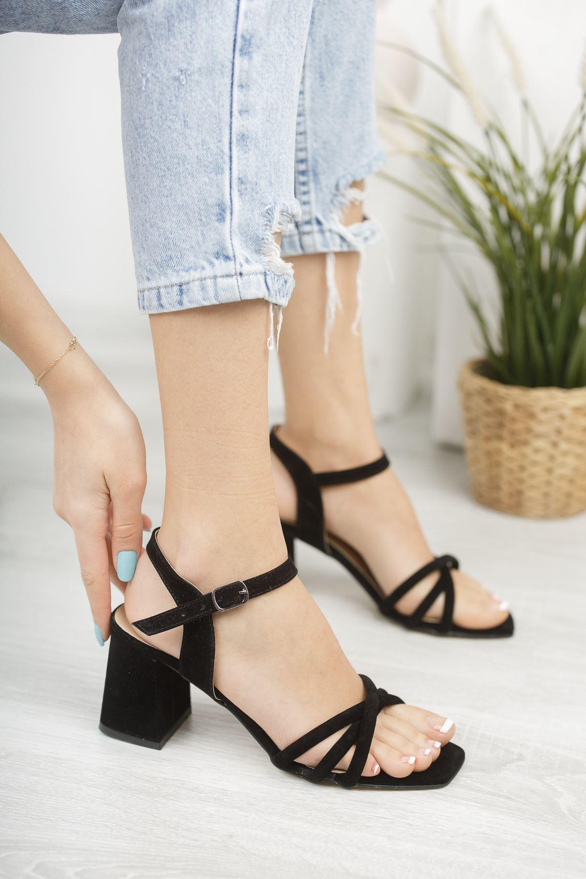 Kadın Tomar Çapraz Detaylı Siyah Süet Kısa Topuklu Köşe Burun Ayakkabı