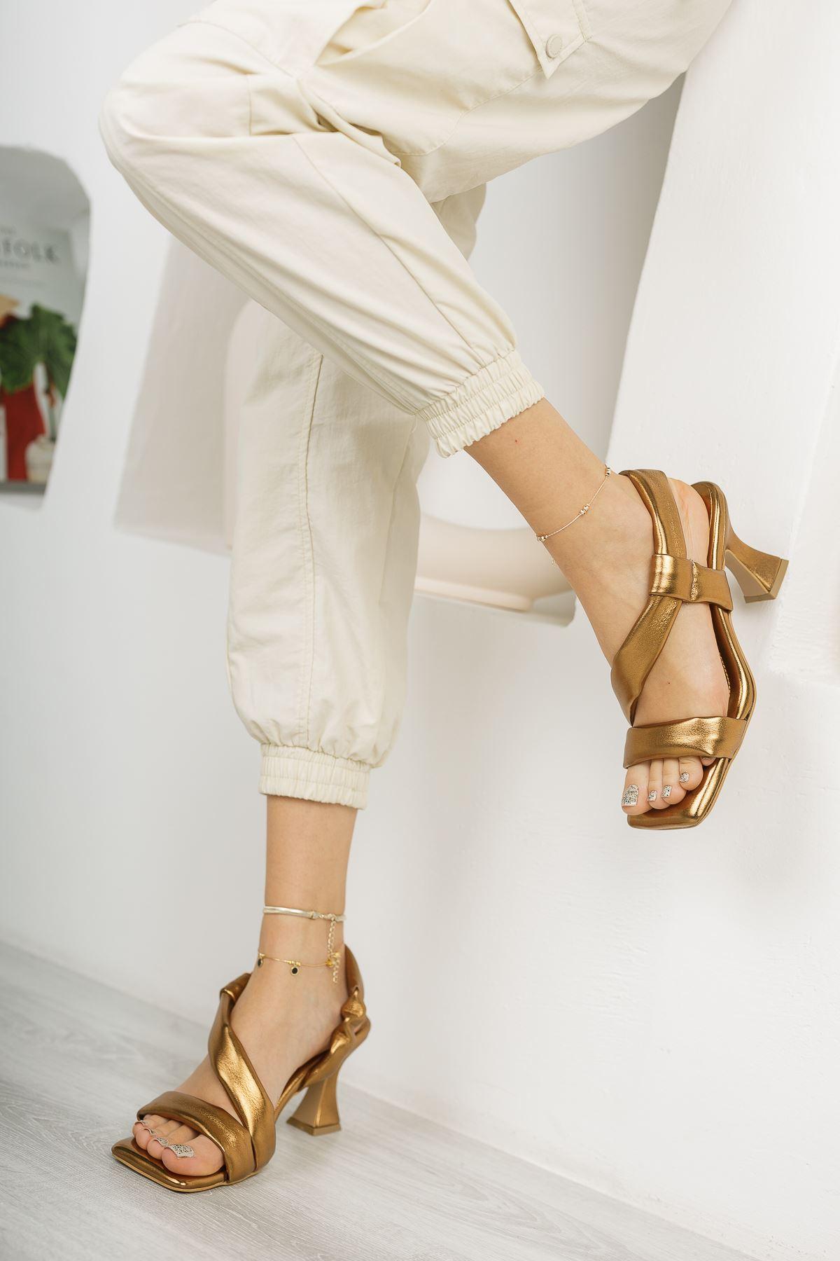 Kadın Naomi Şişme Kemer Detaylı Roz Topuklu Ayakkabı