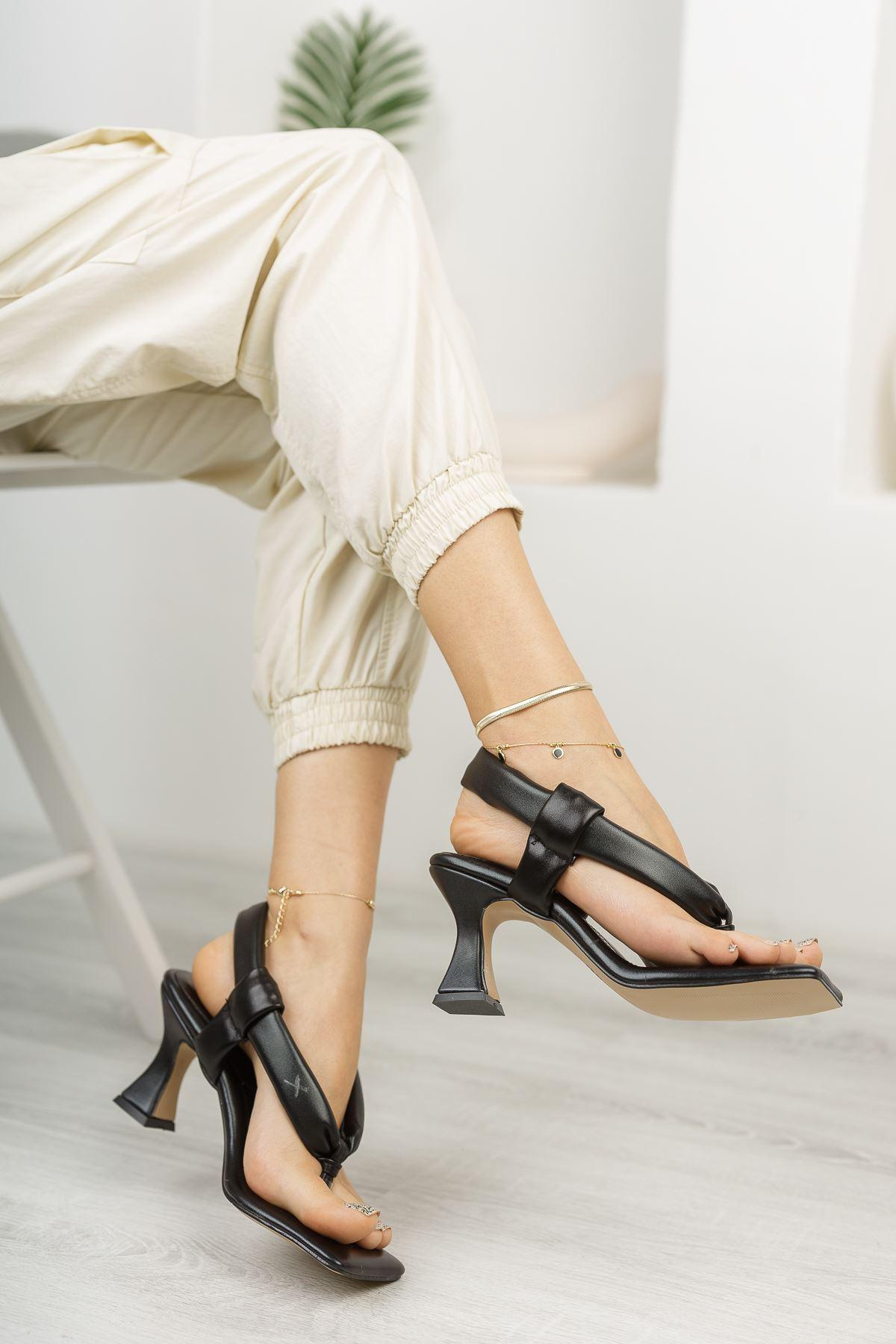 Kadın Gianna Şişme Kemer Detaylı Parmak Arası Siyah Topuklu Ayakkabı