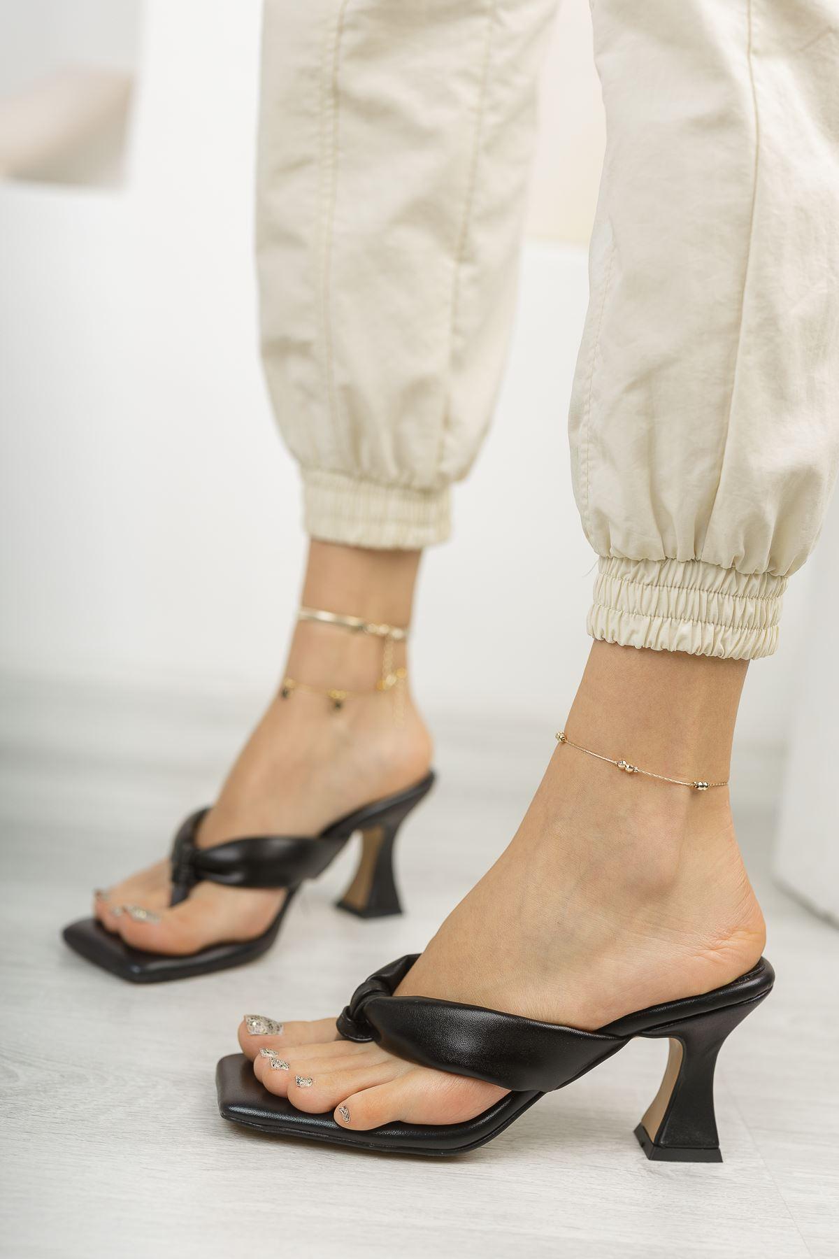 Kadın Bianka Şişme Kemer Detaylı Parmak Arası Siyah Topuklu Terlik