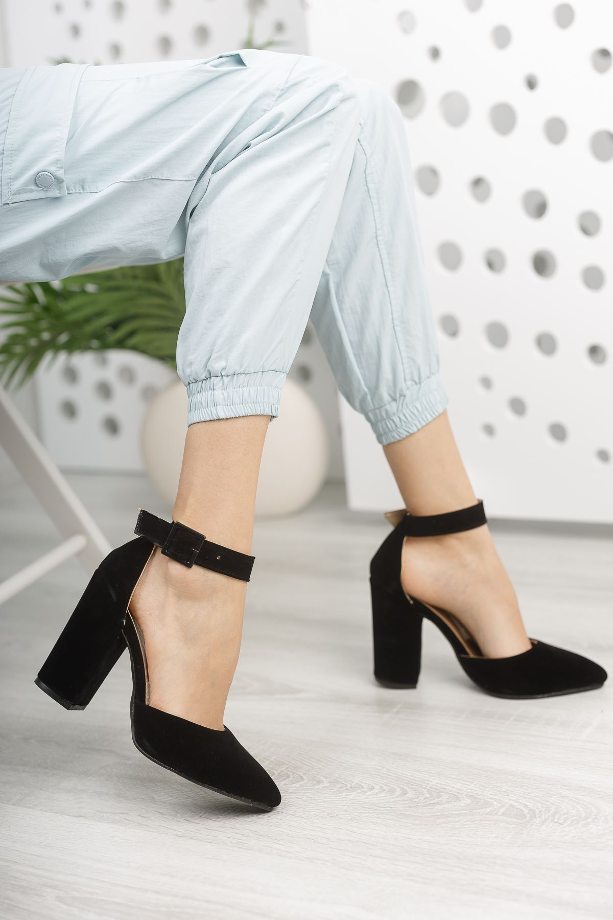 Kadın Benedik Sivri Burun Yüksek Topuklu Siyah Ayakkabı