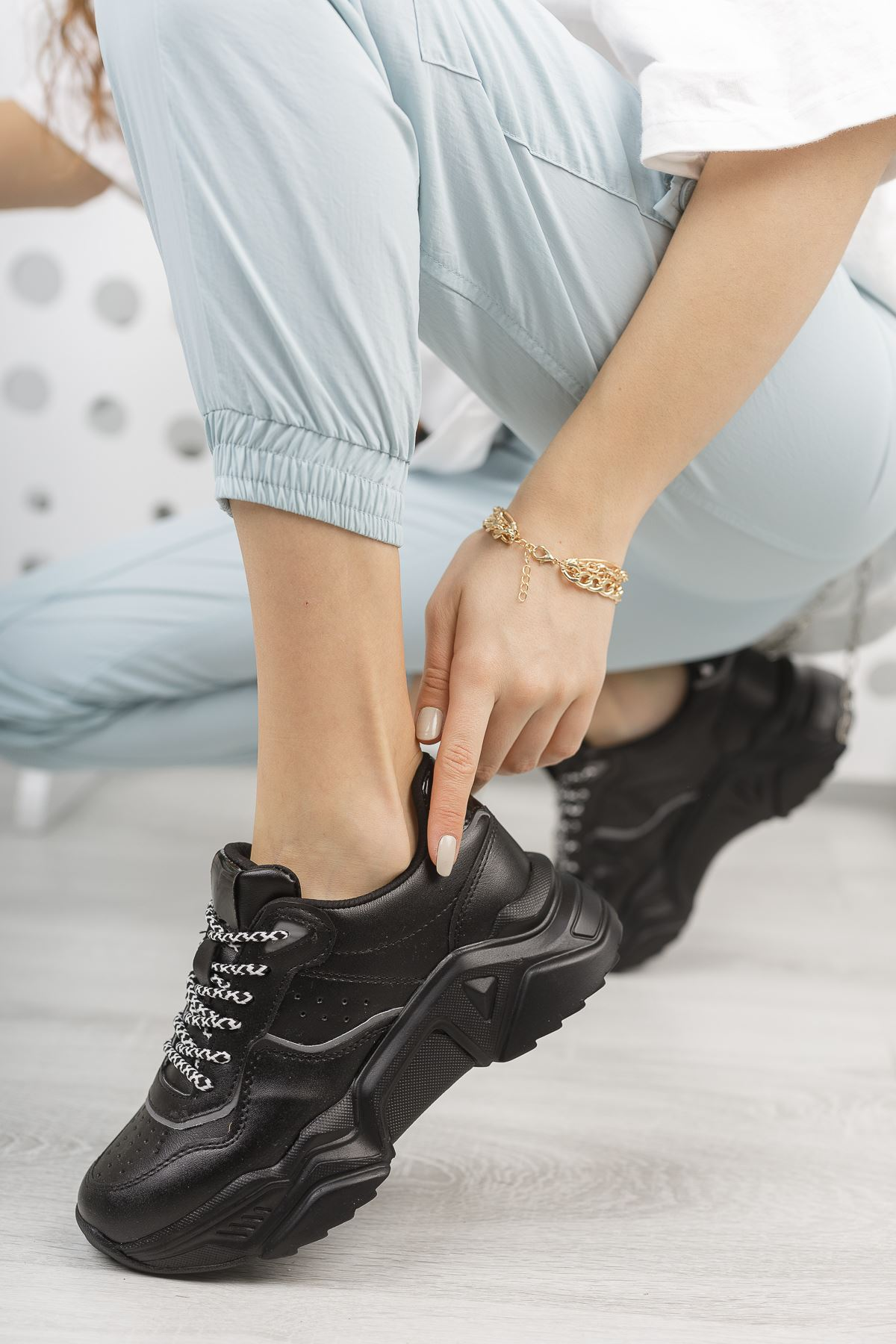 Kadın Rovina Mat Deri Kalın Taban Siyah Spor Ayakkabı