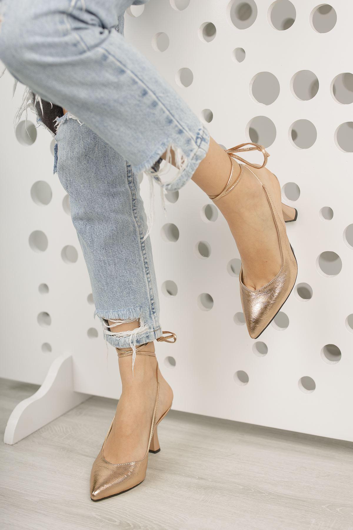 Kadın Merlin Sivri Burun Mat Deri  Altın Topuklu Ayakkabı Bağcık Detaylı