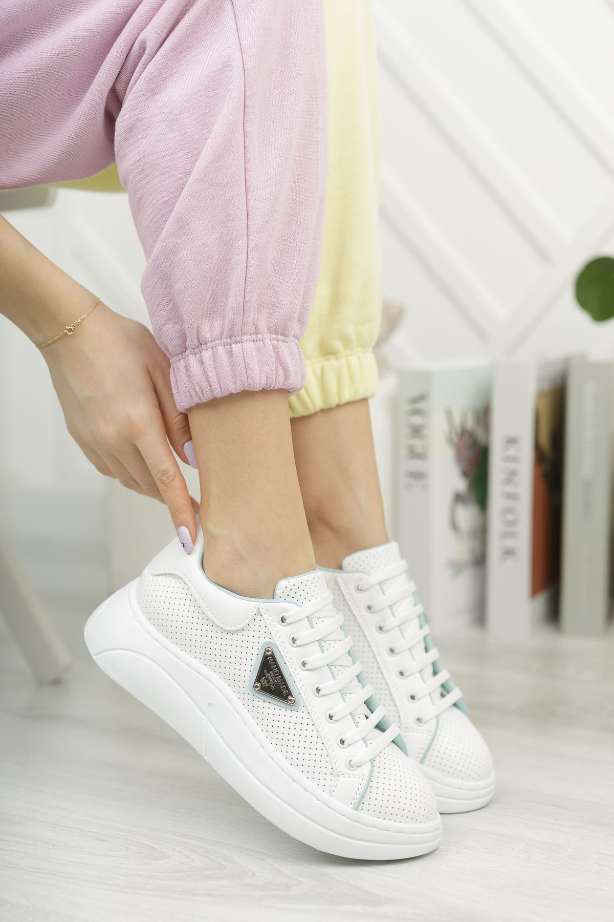 Kadın Lestas Kalın Taban Beyaz Mavi Spor Ayakkabı Bağcıklı Mat Deri