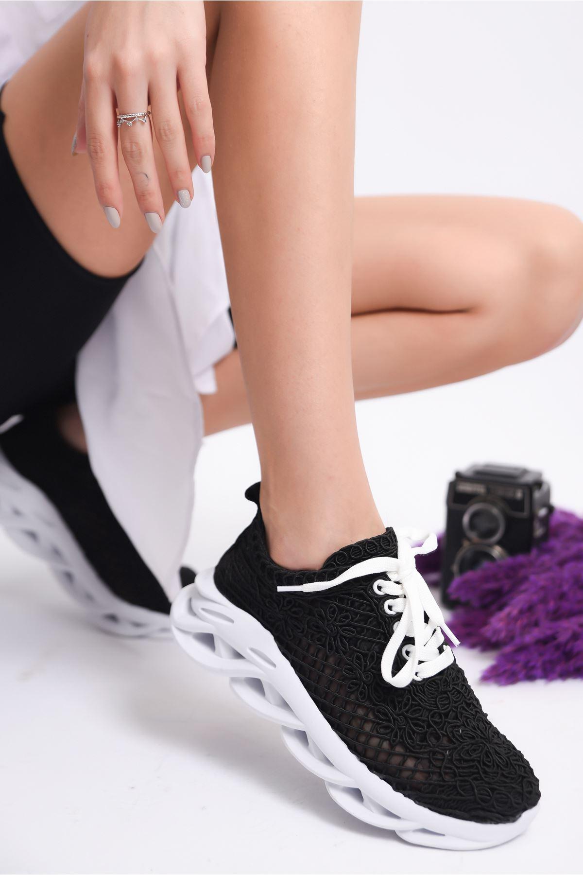 Kadın Minake Kalın Taban Örgü Detay Siyah Spor Ayakkabı