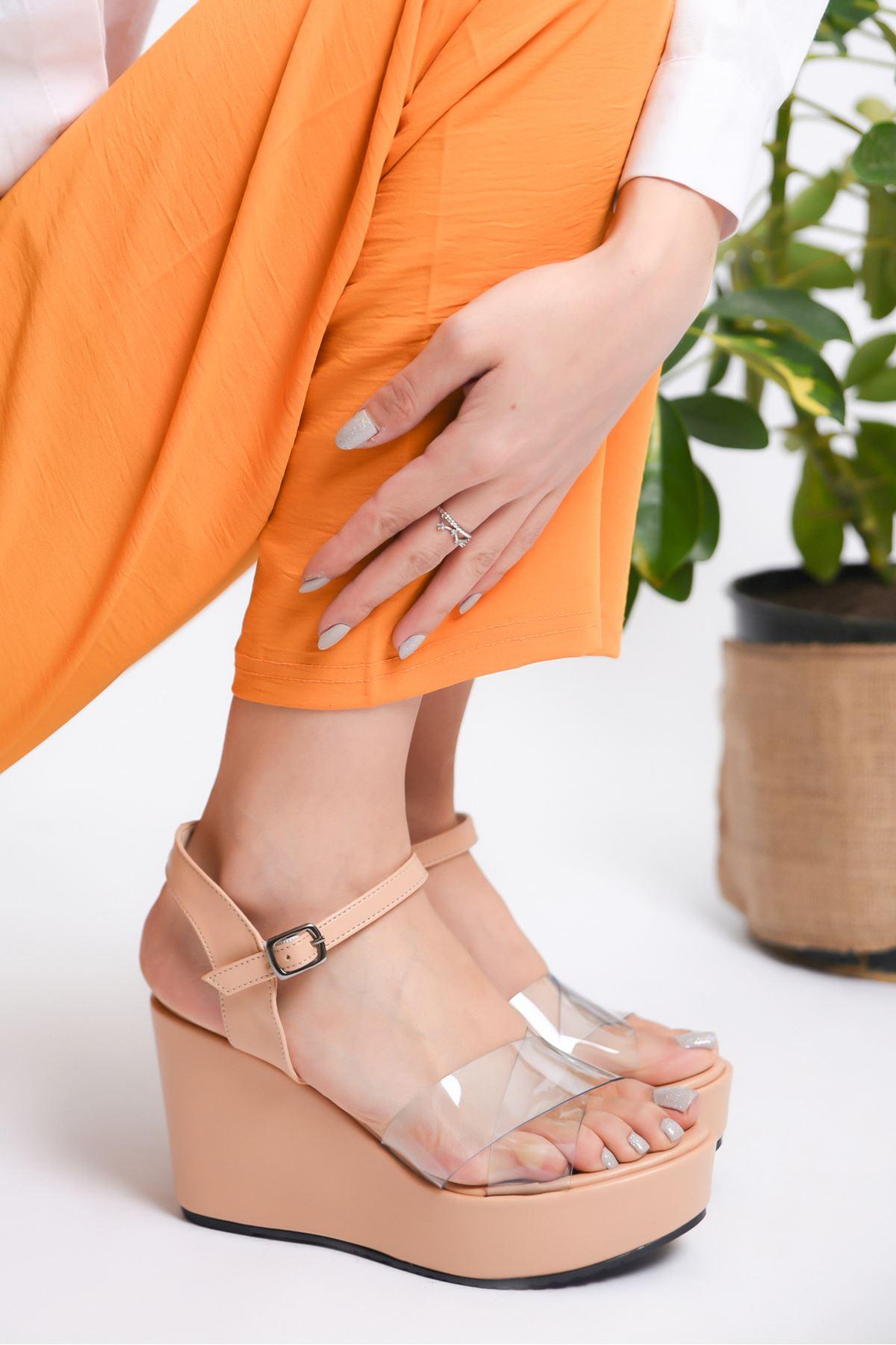 Kadın Flames Dolgu Topuklu Şeffaf Bantlı Nude Ayakkabı