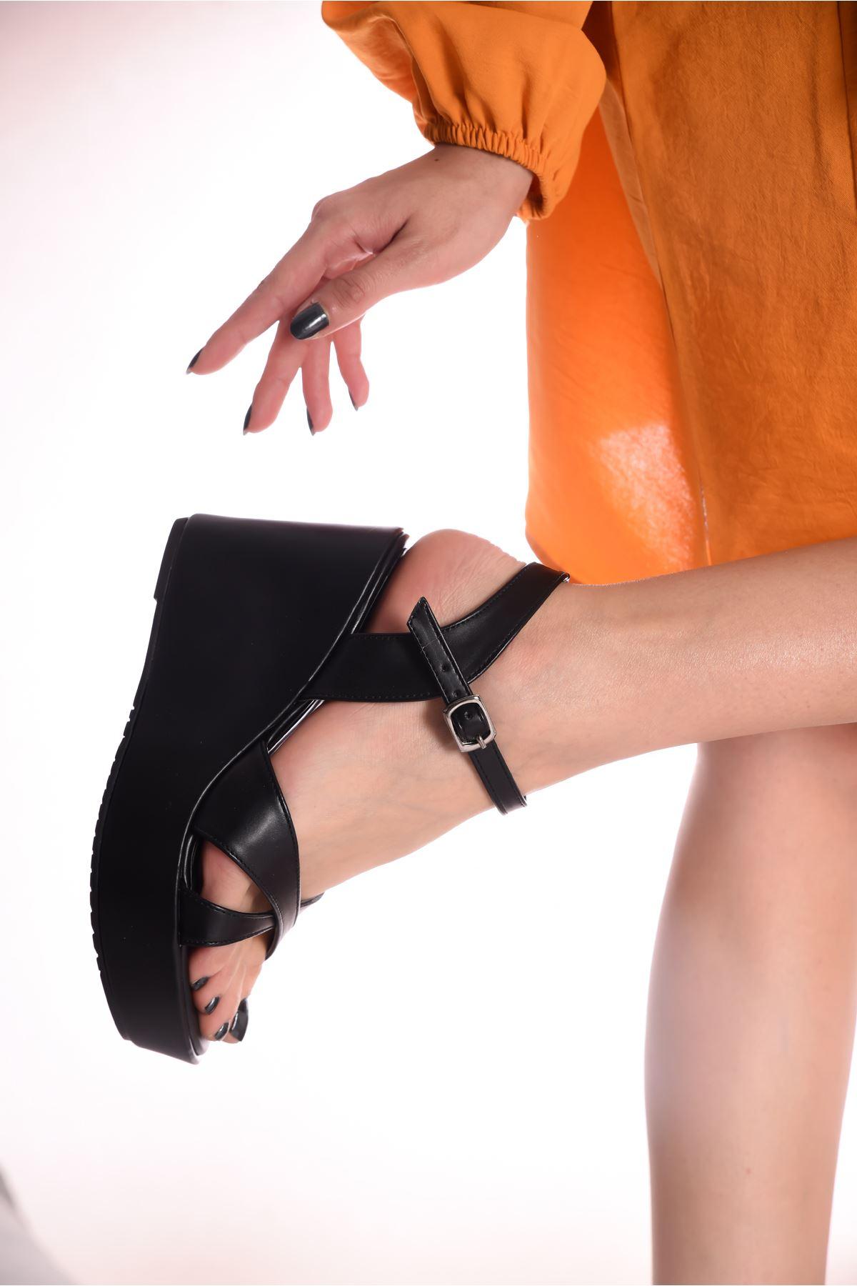 Kadın Dogis Çapraz Bantlı Siyah Dolgu Topuklu Ayakkabı