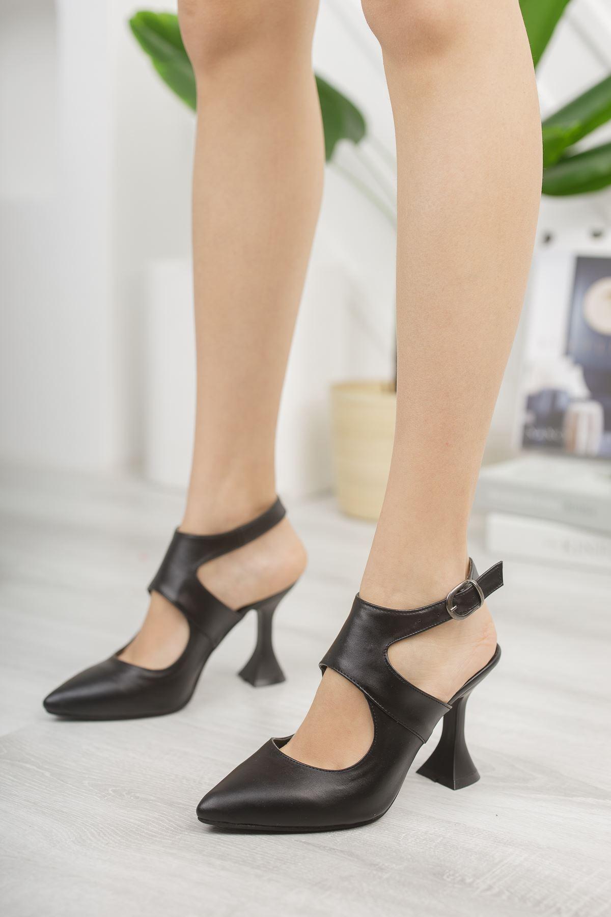 Kadın Forever Sivri Burun Yüksek Topuklu Mat Deri Siyah Ayakkabı