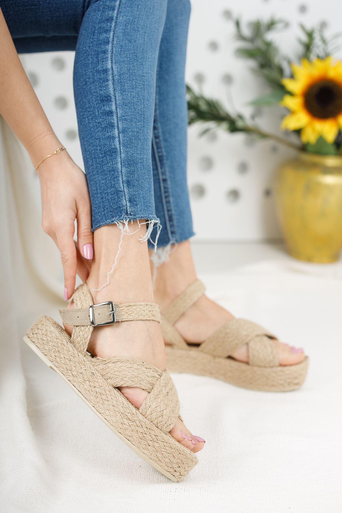 Kadın Lazes Kemer Detaylı Hasır Sandalet