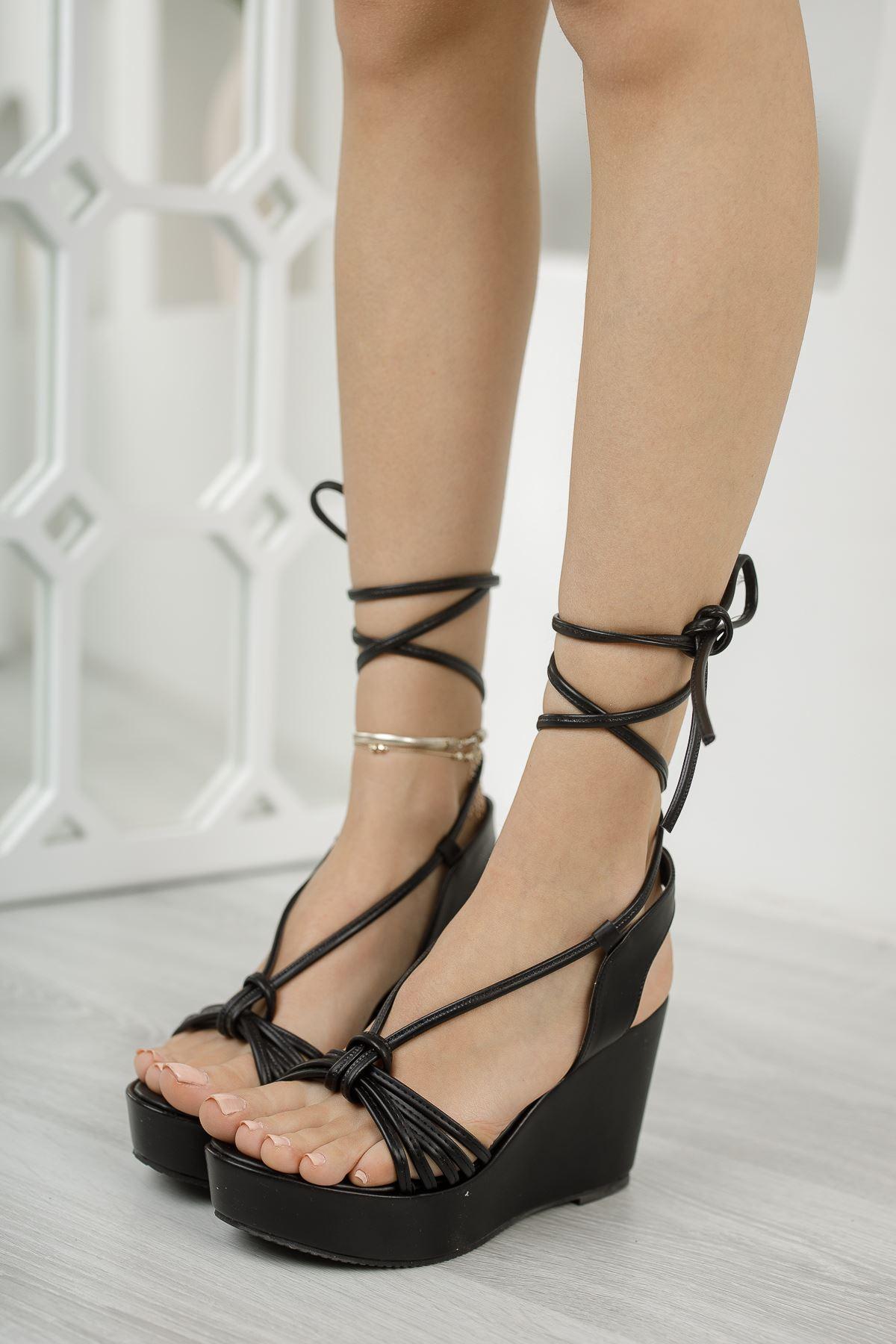 Kadın Abenas Biyeli Mat Deri Siyah Dolgu Topuklu Ayakkabı