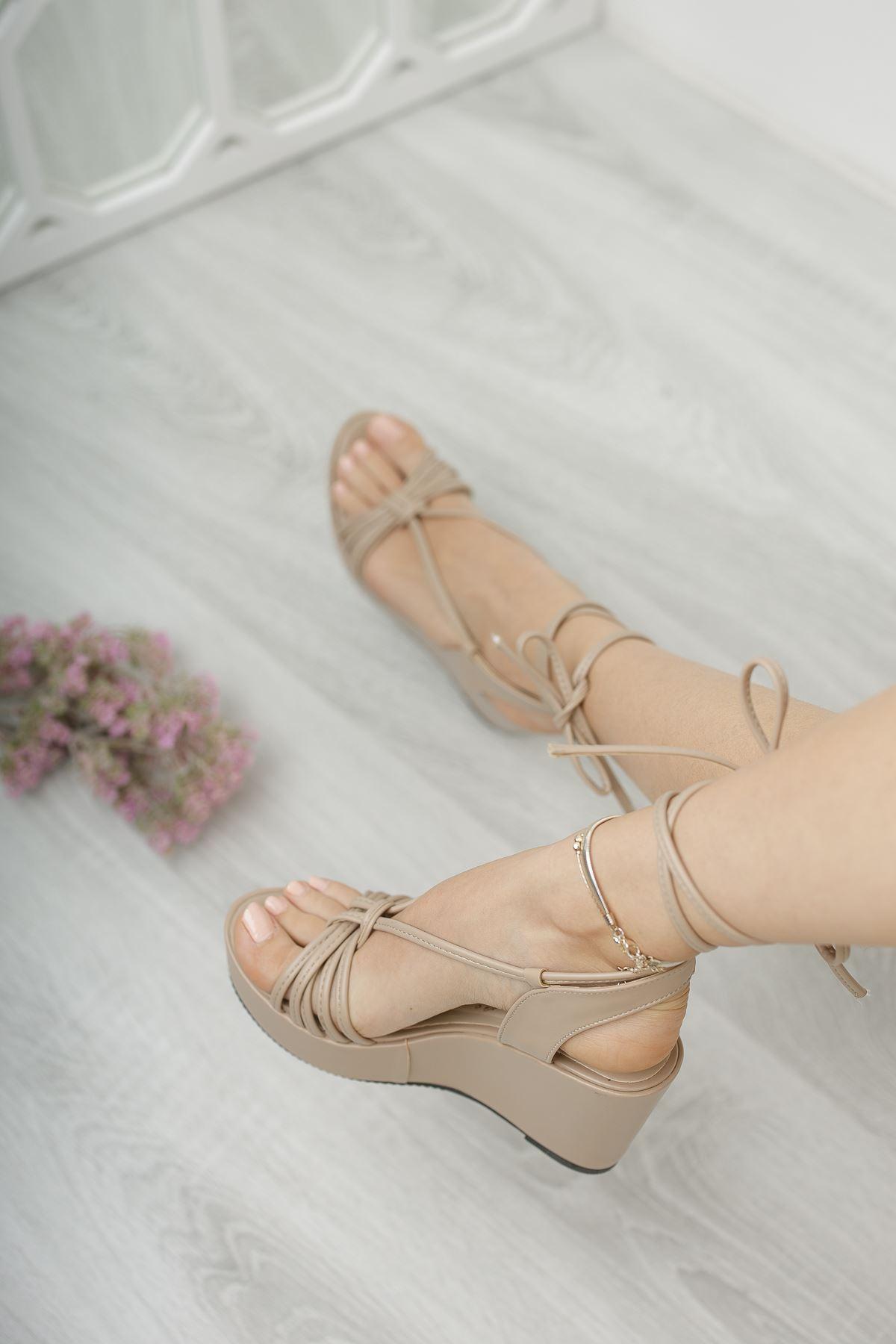 Kadın Abenas Biyeli Mat Deri Ten Dolgu Topuklu Ayakkabı