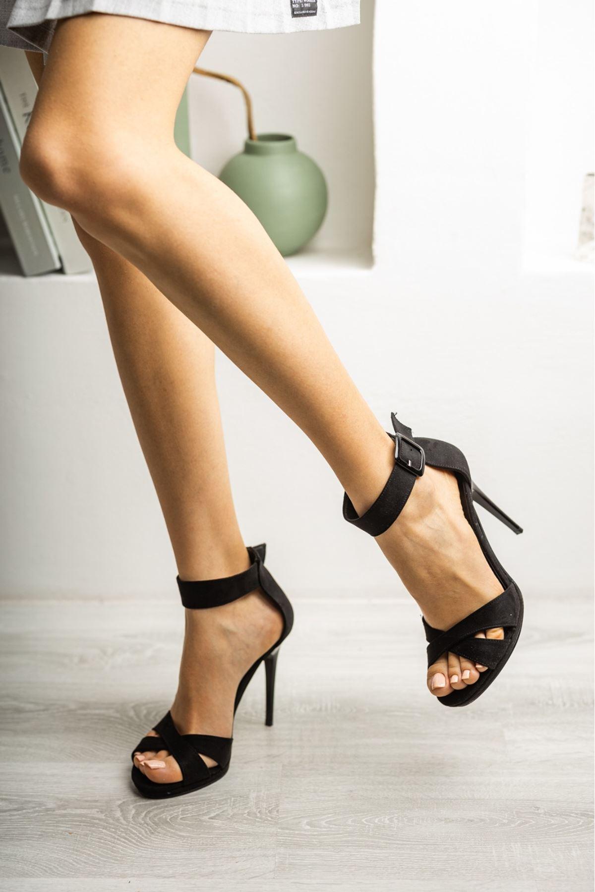 Kadın Cesta Toka Detaylı Siyah Süet Topuklu Ayakkabı