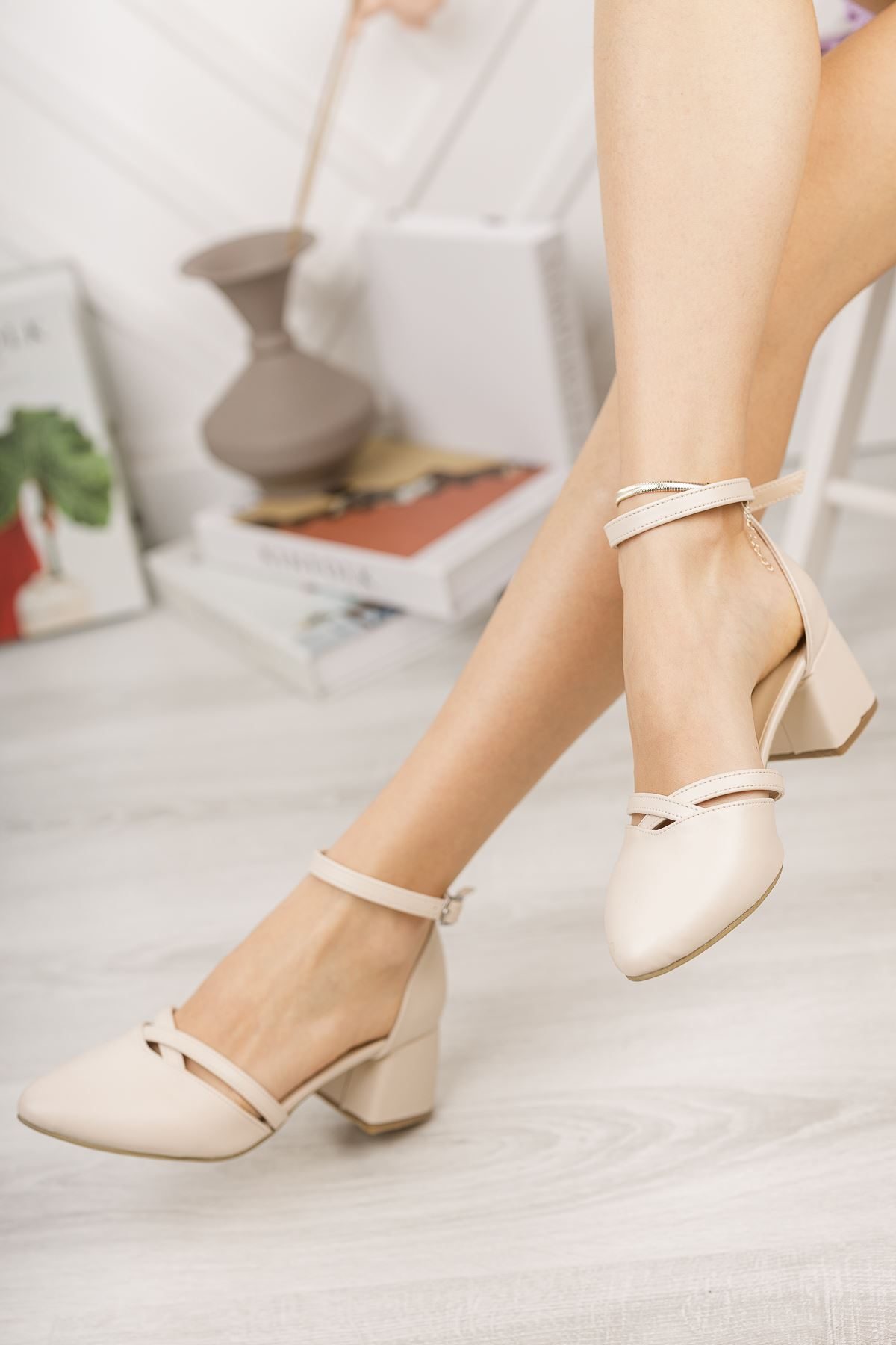 Kadın Lauso Mat Deri Ten Kısa Topuklu Ayakkabı