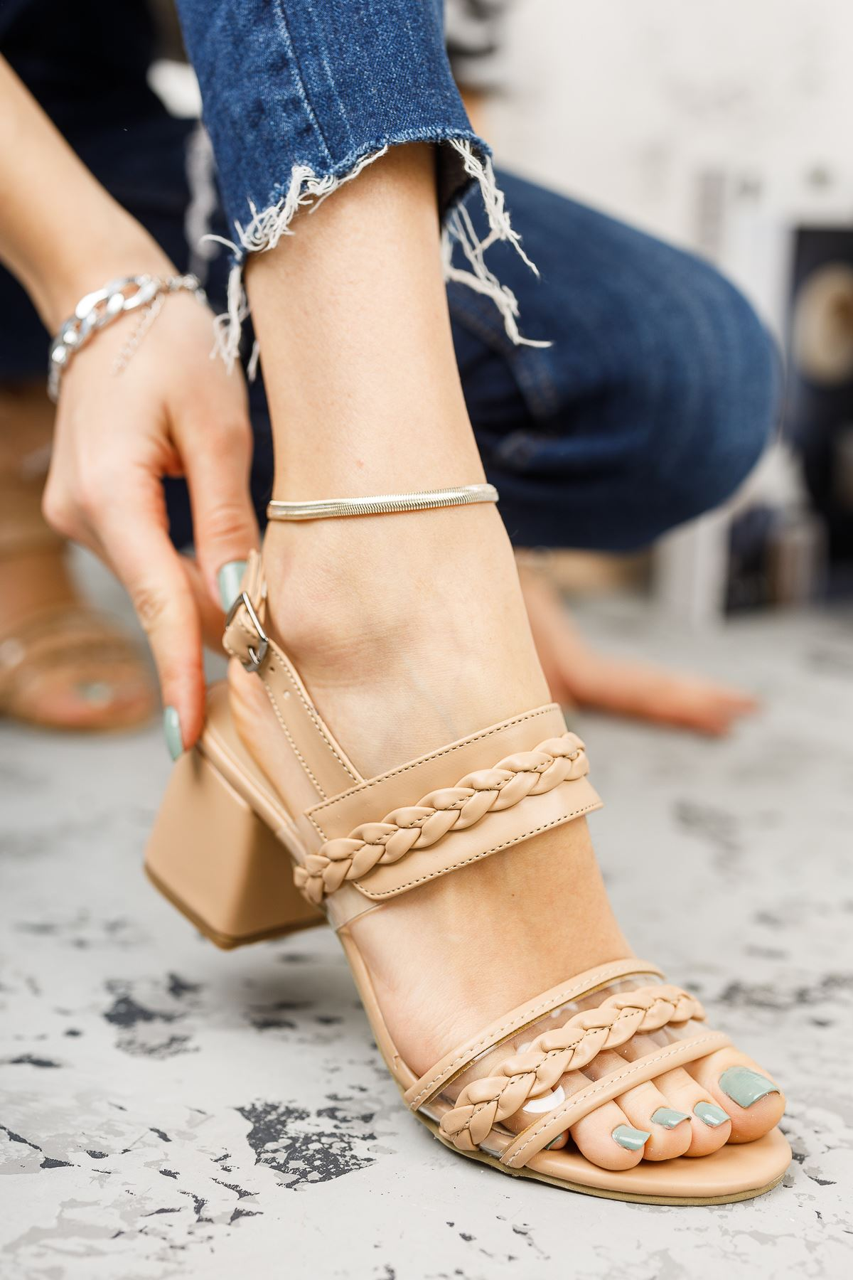 Kadın Yanna Örgü Detay Mat Deri Ten Kısa Topuklu Ayakkabı