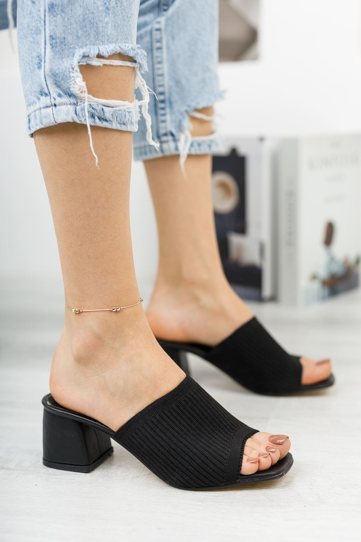 Kadın Salos Kısa Topuklu Siyah Triko Terlik