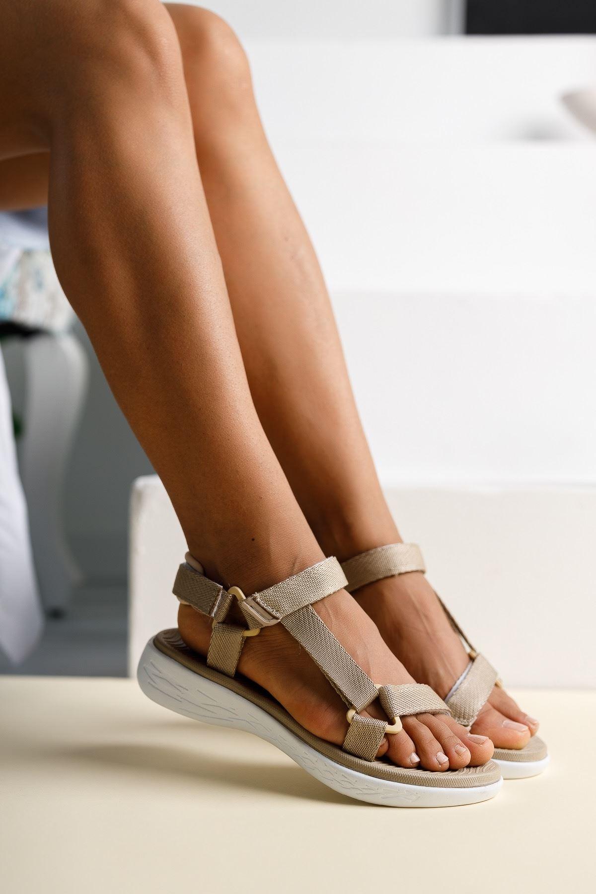 Kadın Pesas Kemer Detaylı Vizon Sandalet