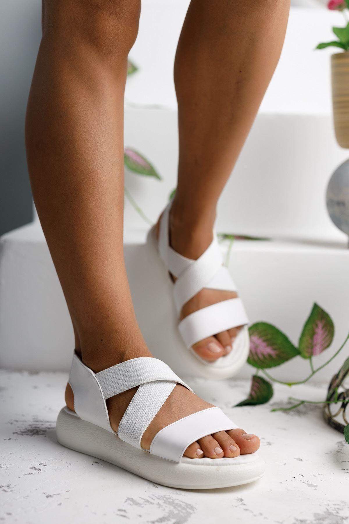 Kadın Zagos Lastik Detay Beyaz Sandalet