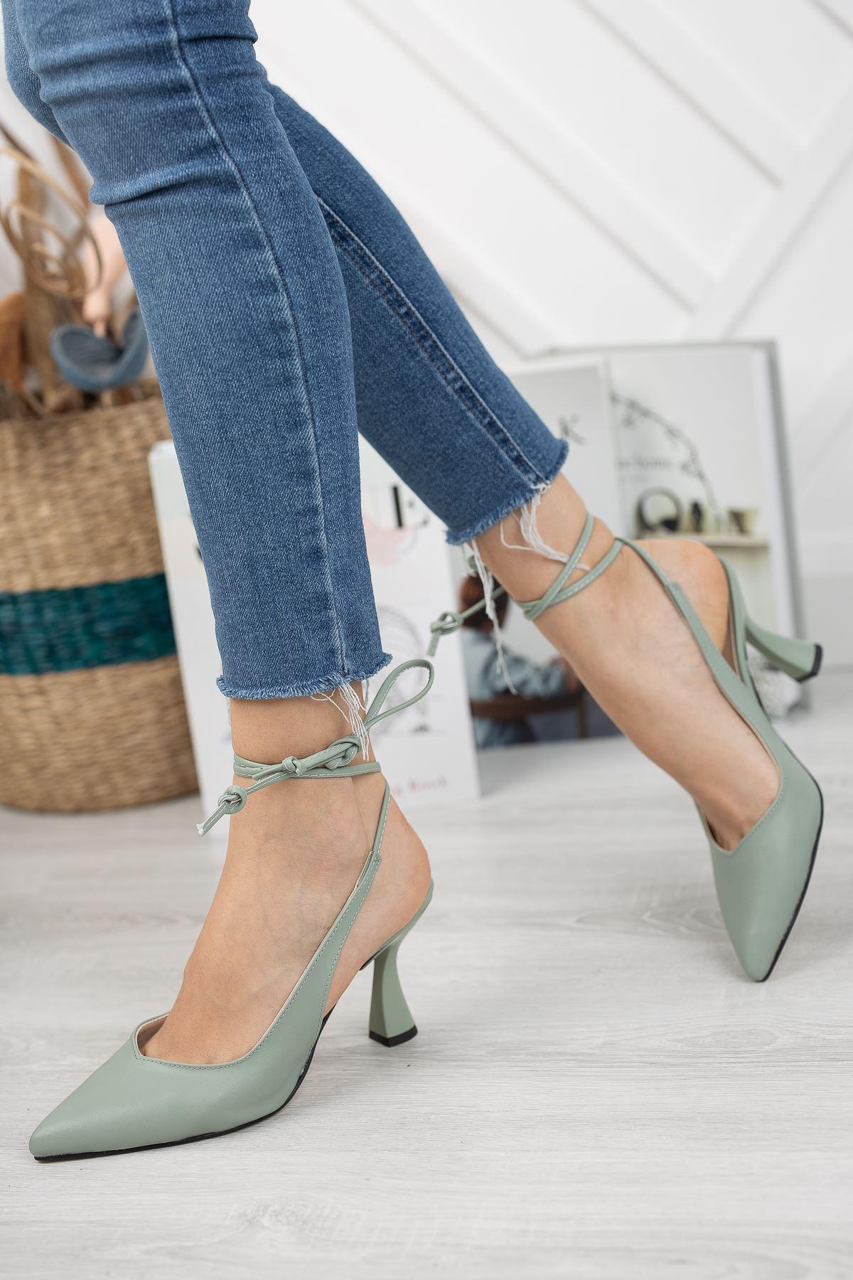 Kadın Merlin Bağcık Detaylı Sivri Burun Mat Der Yeşil Topuklu Ayakkabı