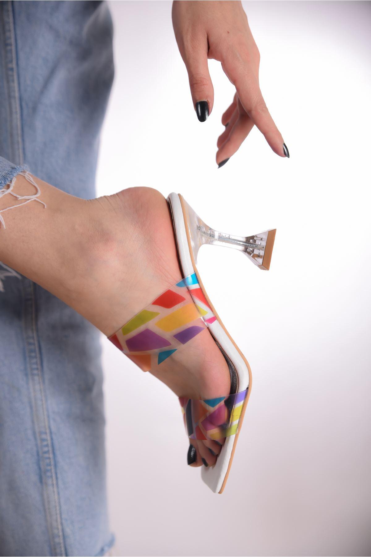 Kadın Rotilda Kadeh Topuklu Renkli Şefaf Bantlı Beyaz Topuklu Terlik