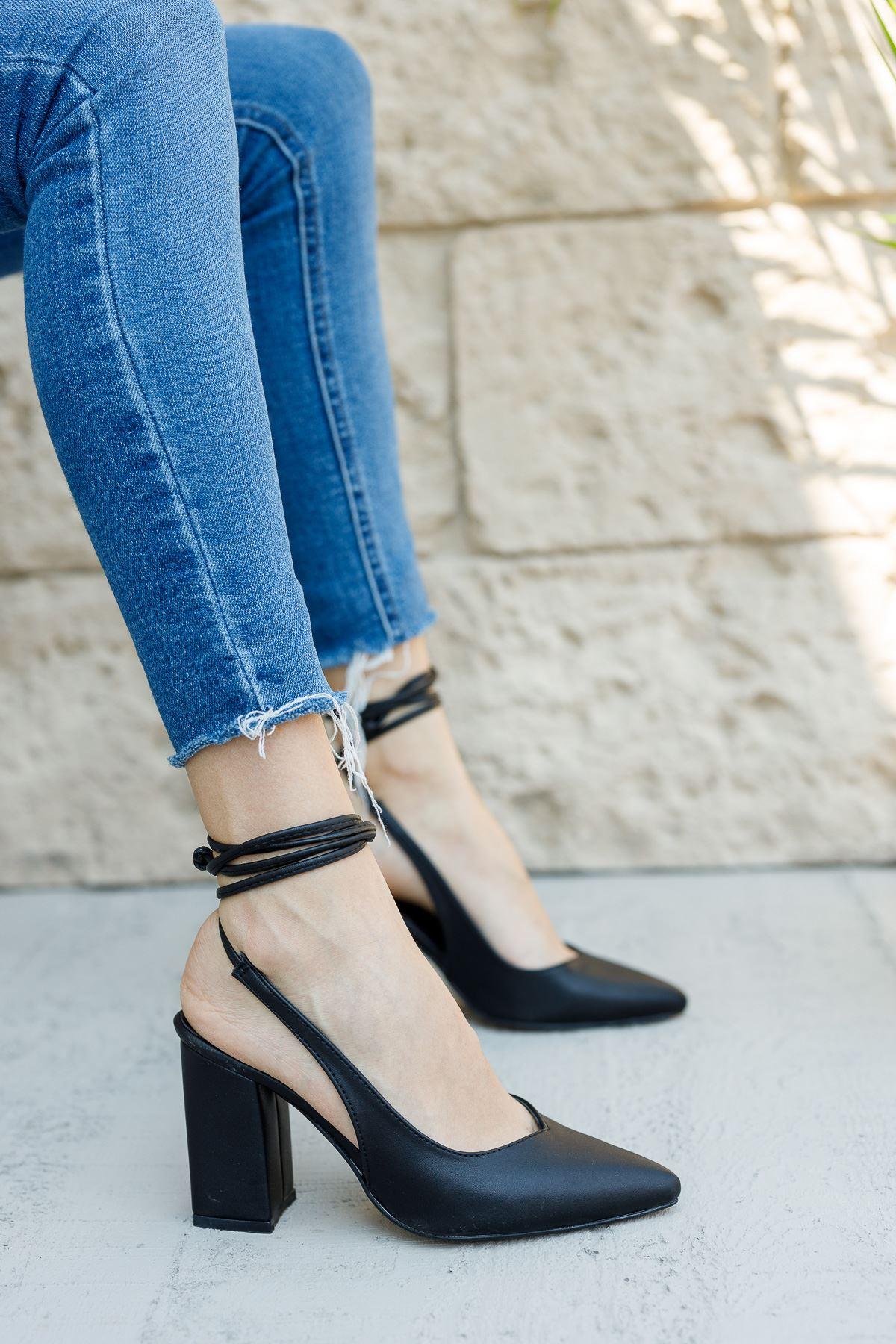 Kadın Matilda Bağcık Detaylı Sivri Burun Mat Deri Siyah Topuklu Ayakkabı