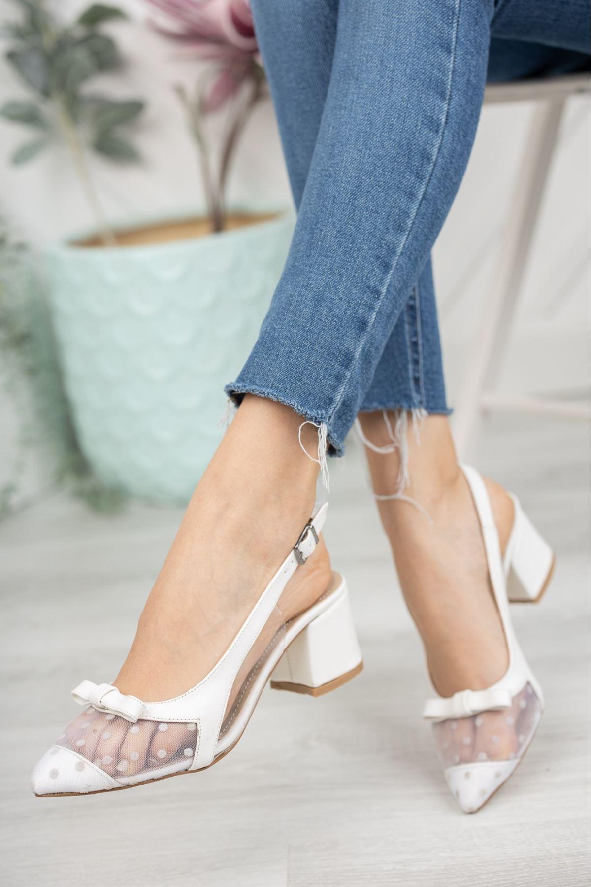 Kadın Nesta Sivri Burun Beyaz Puantiyeli Mat Deri Topuklu Ayakkabı