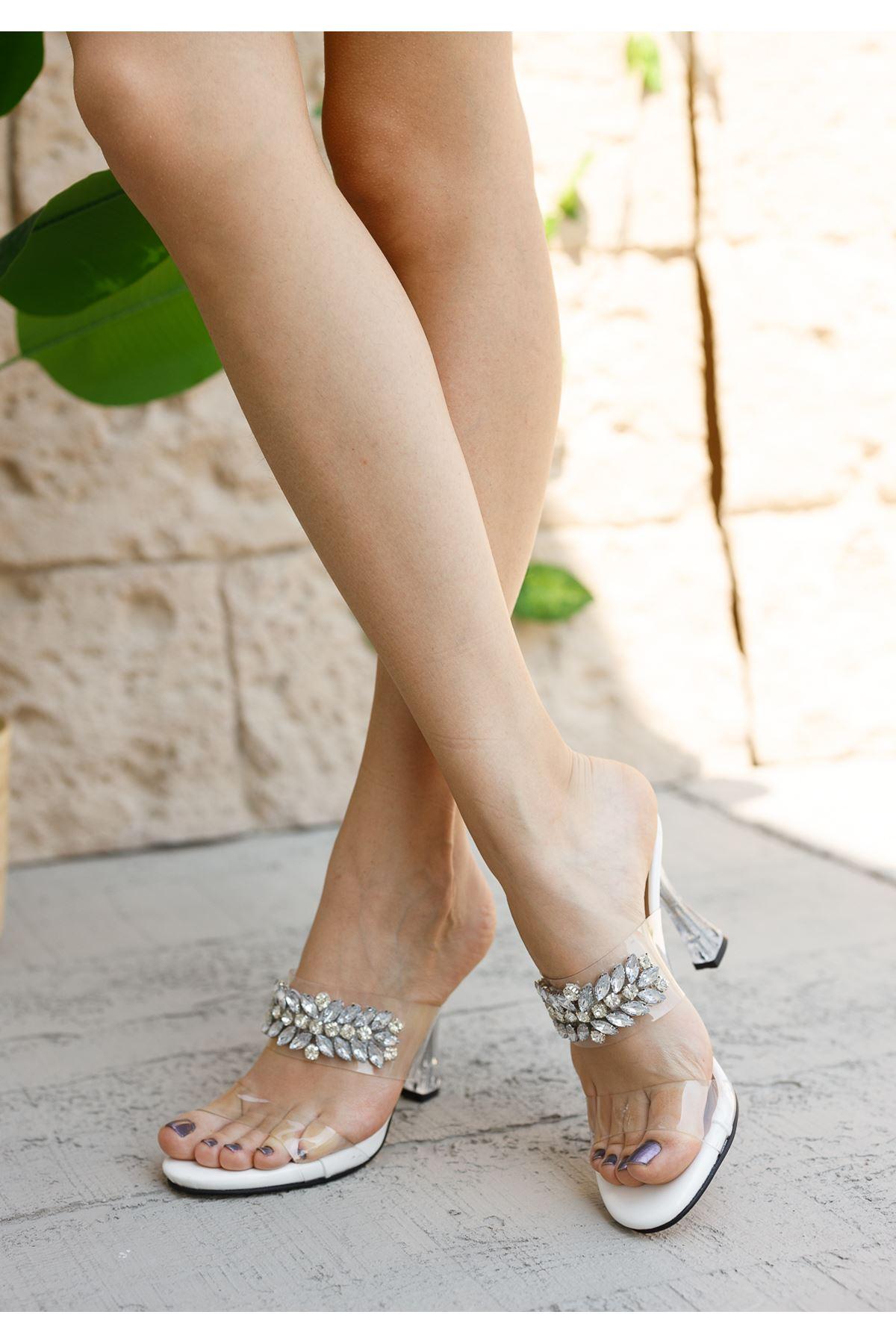 Kadın Madam Taş Detaylı Beyaz Şeffaf Topuklu Terlik