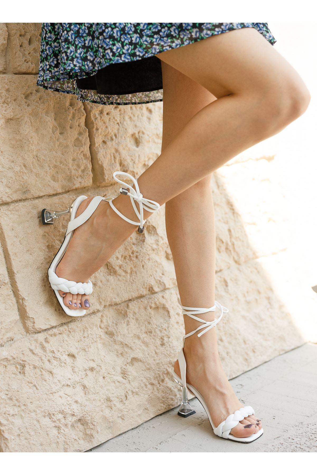 Kadın Toges Örgü Detaylı Mat Deri Beyaz Şeffaf Topuklu Ayakkabı