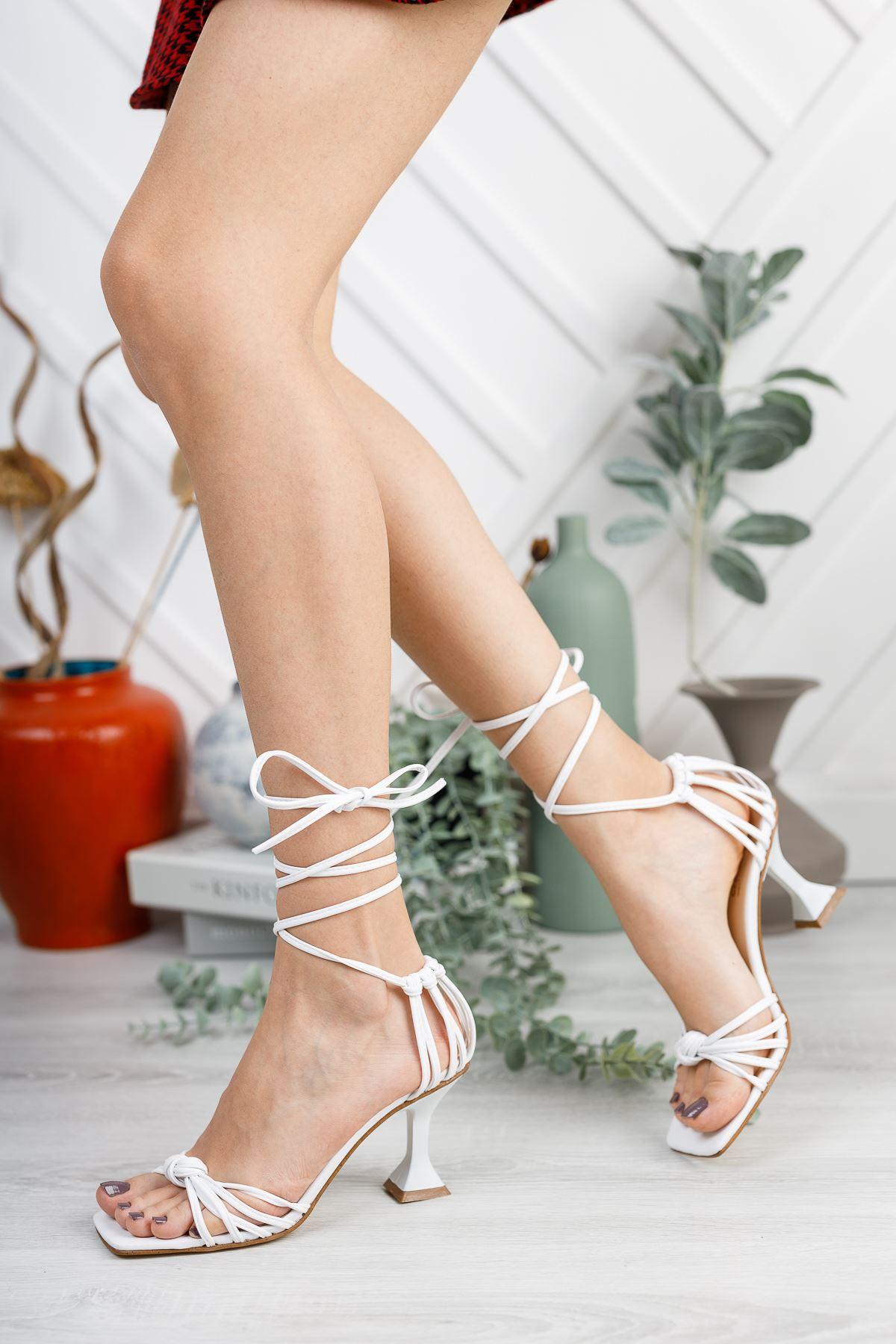 Kadın Gladis Mat Deri Bilekten Bağlama Detaylı Beyaz Topuklu Ayakkabı