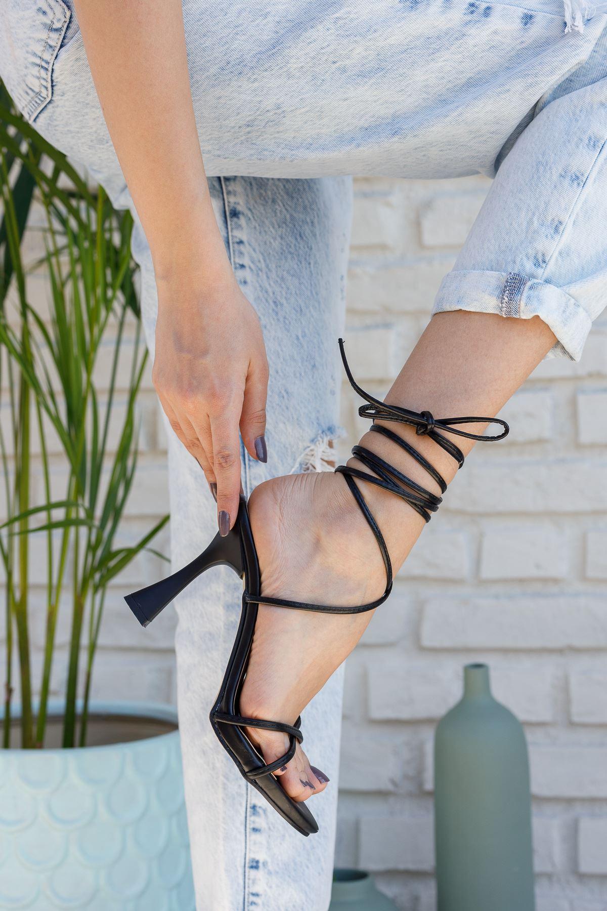 Kadın Baby Bağcık Detaylı Mat Deri Siyah Topuklu Ayakkabı