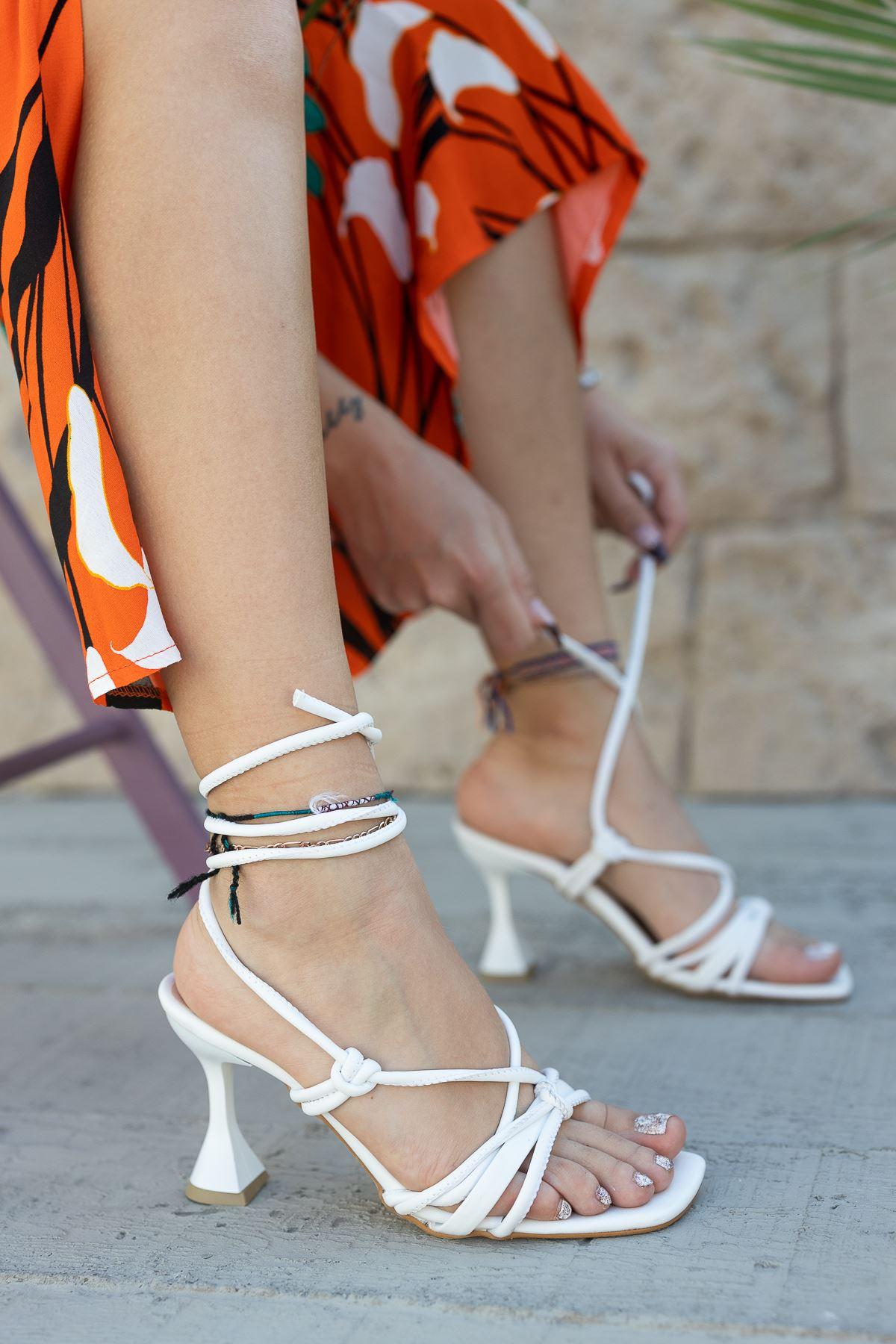Kadın Vonder Mat Deri Bilekten Bağlama Detaylı Beyaz Yüksek Topuklu Ayakkabı