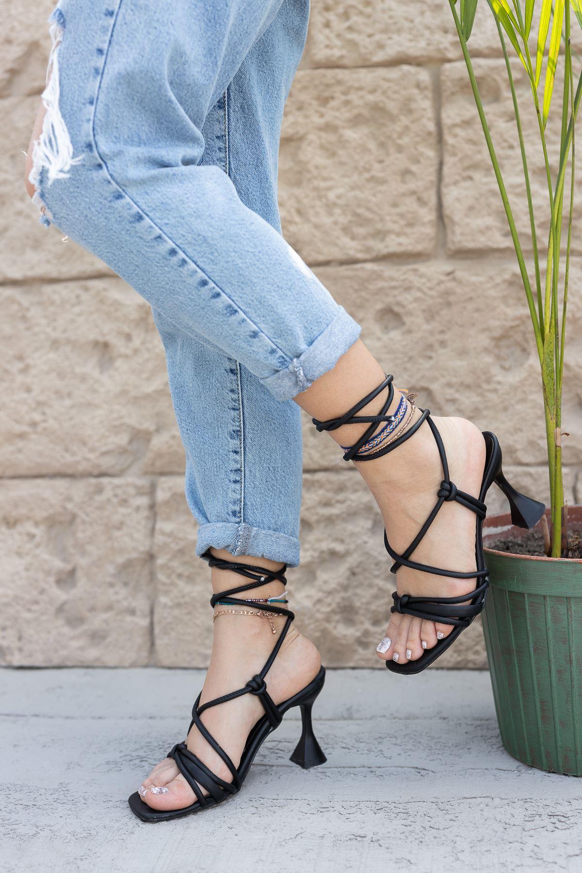 Kadın Vonder Mat Deri Bilekten Bağlama Detaylı Siyah Yüksek Topuklu Ayakkabı