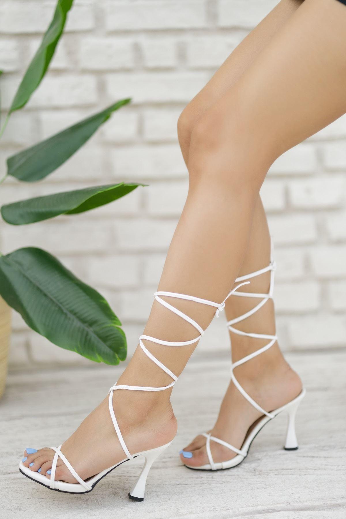 Kadın Baby Bağcık Detaylı Mat Deri Beyaz Topuklu Ayakkabı