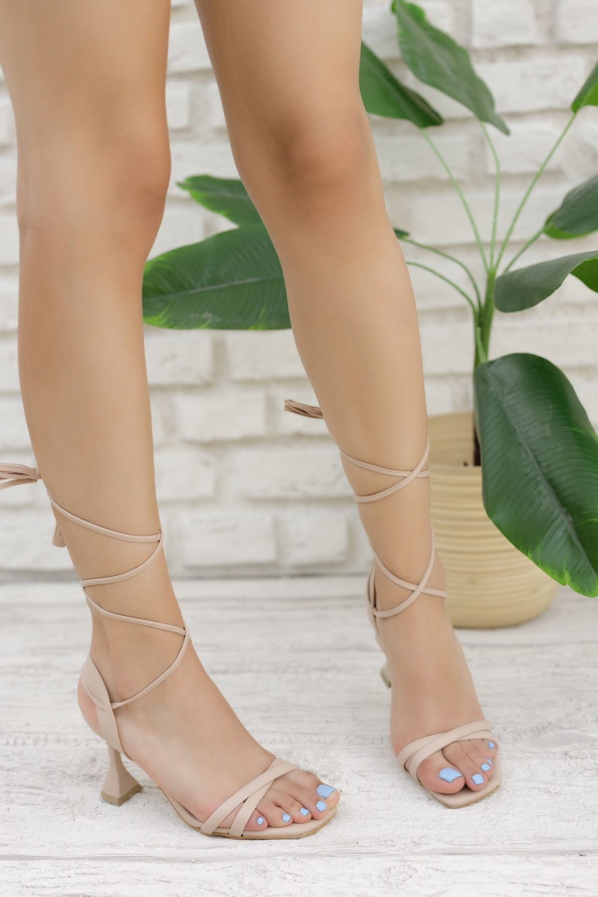 Kadın Natres Bağcık Detaylı Mat Deri Ten Topuklu Ayakkabı