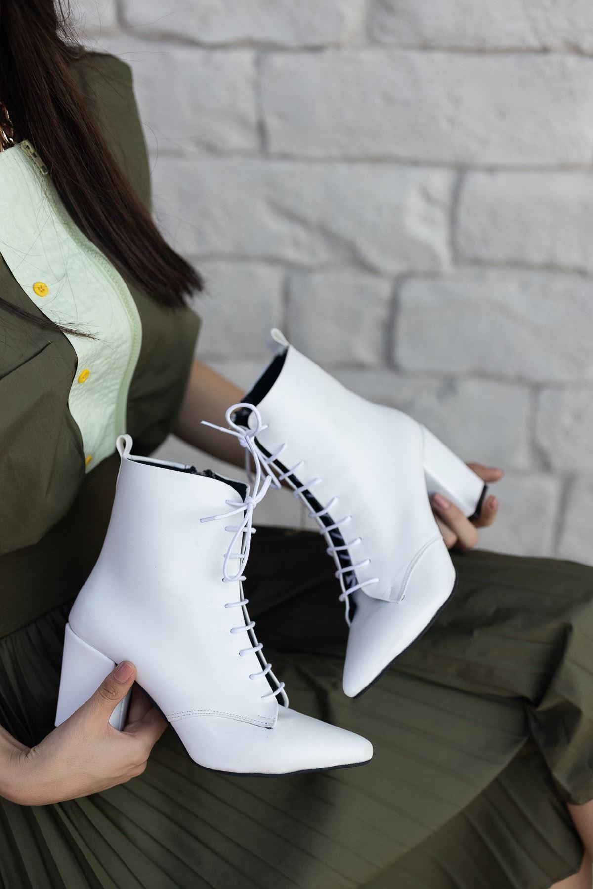 Kadın Candy Bağcıklı Sivri Burun Mat Deri Beyaz Bot