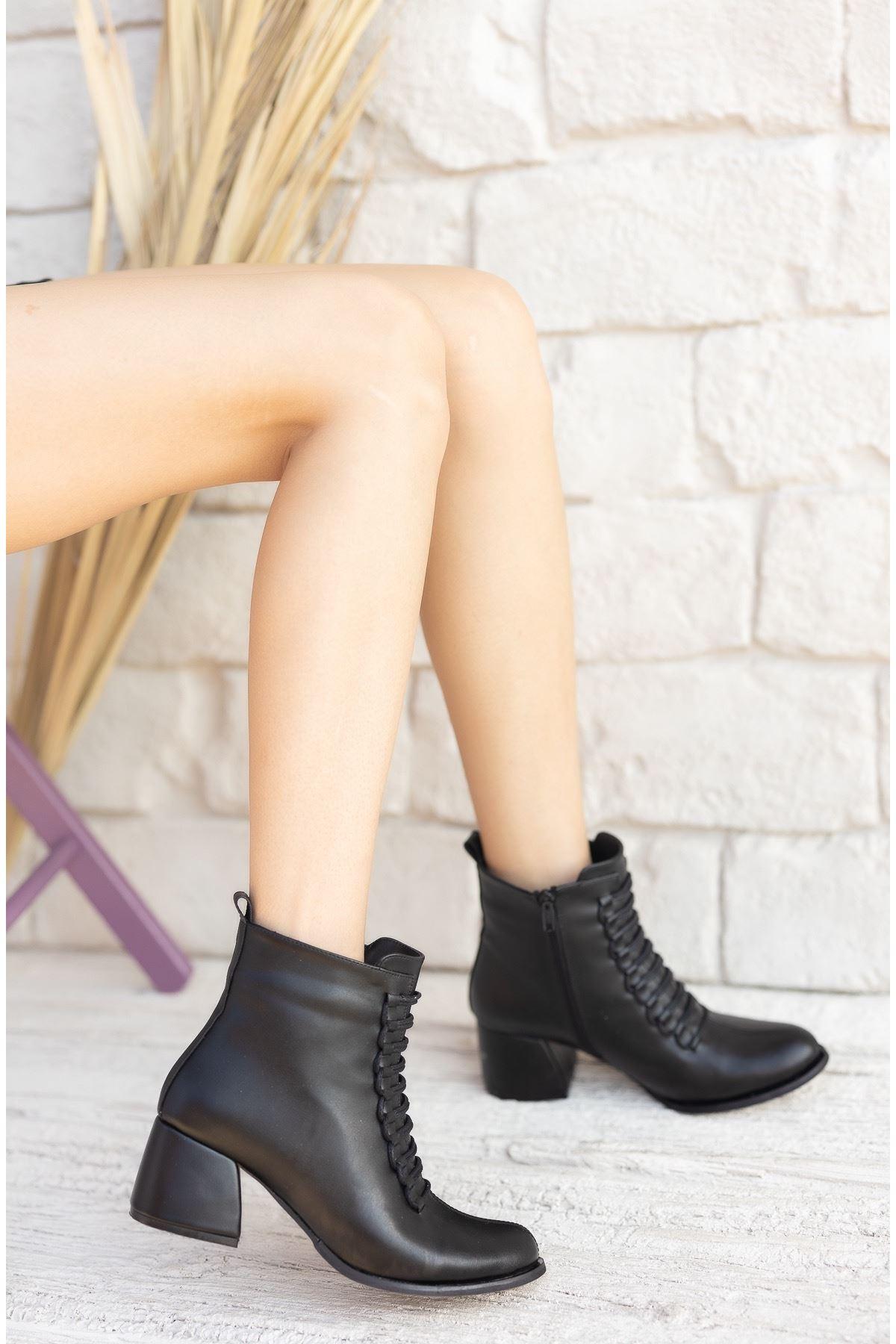 Kadın Janya Kısa Topuklu Mat Deri Siyah Bot