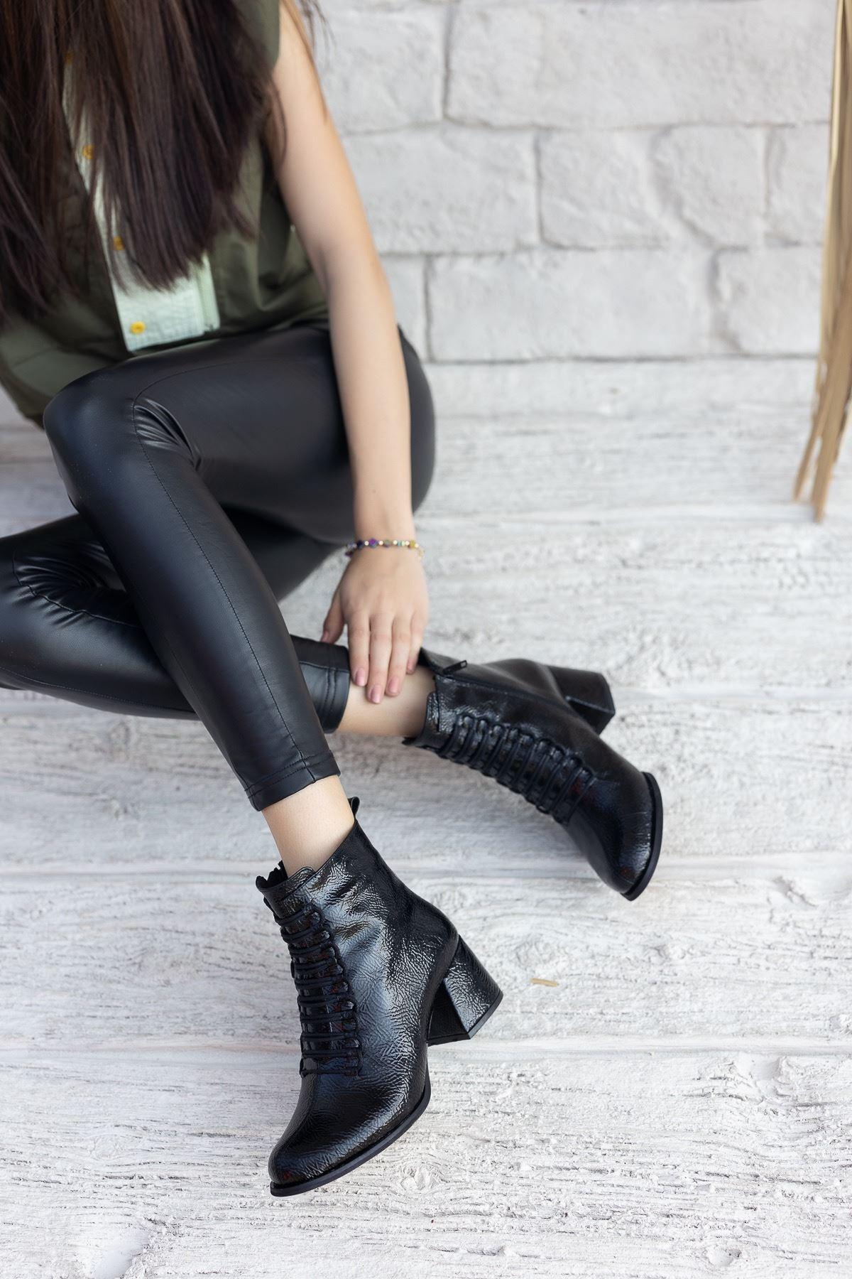 Kadın Janya Kısa Topuklu Siyah Kırışık  Rugan Bot