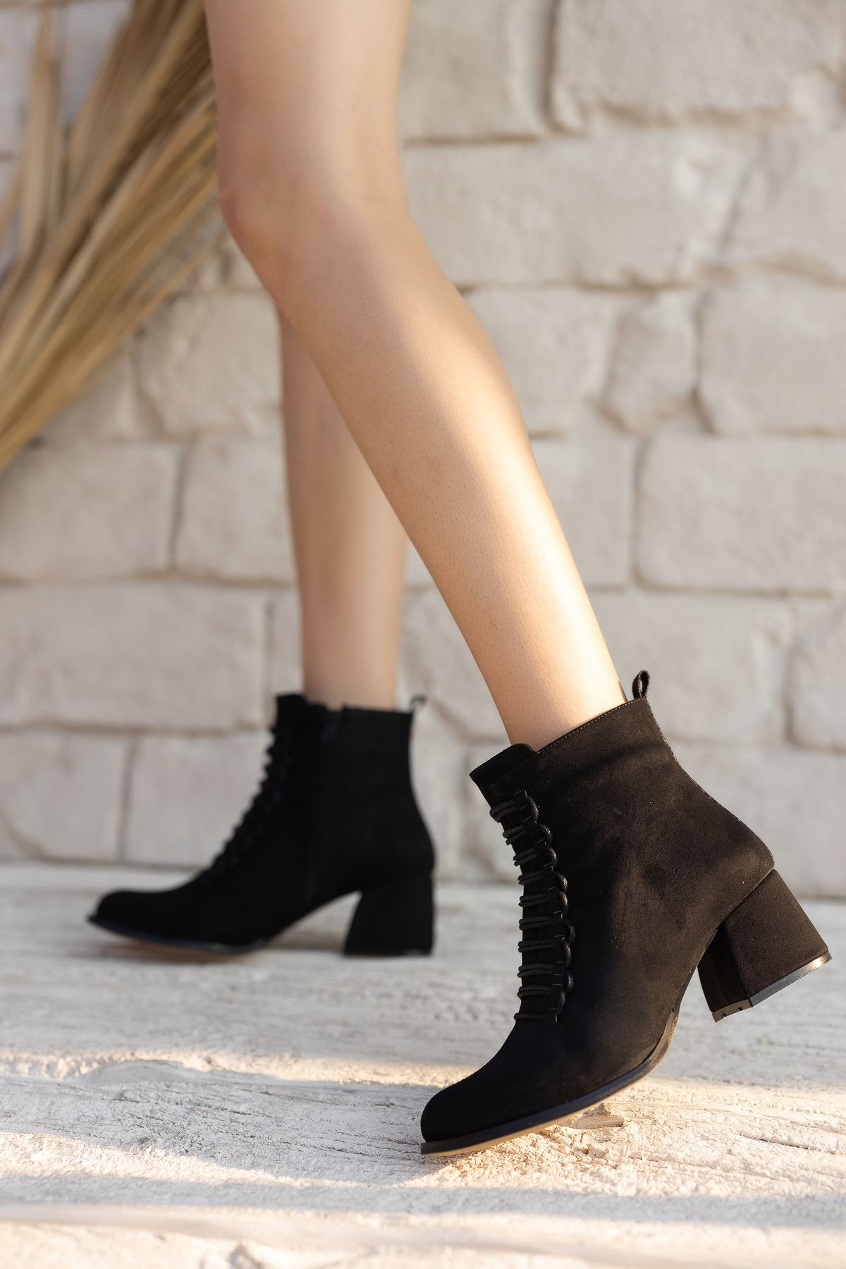 Kadın Janya Kısa Topuklu Siyah Süet Bot