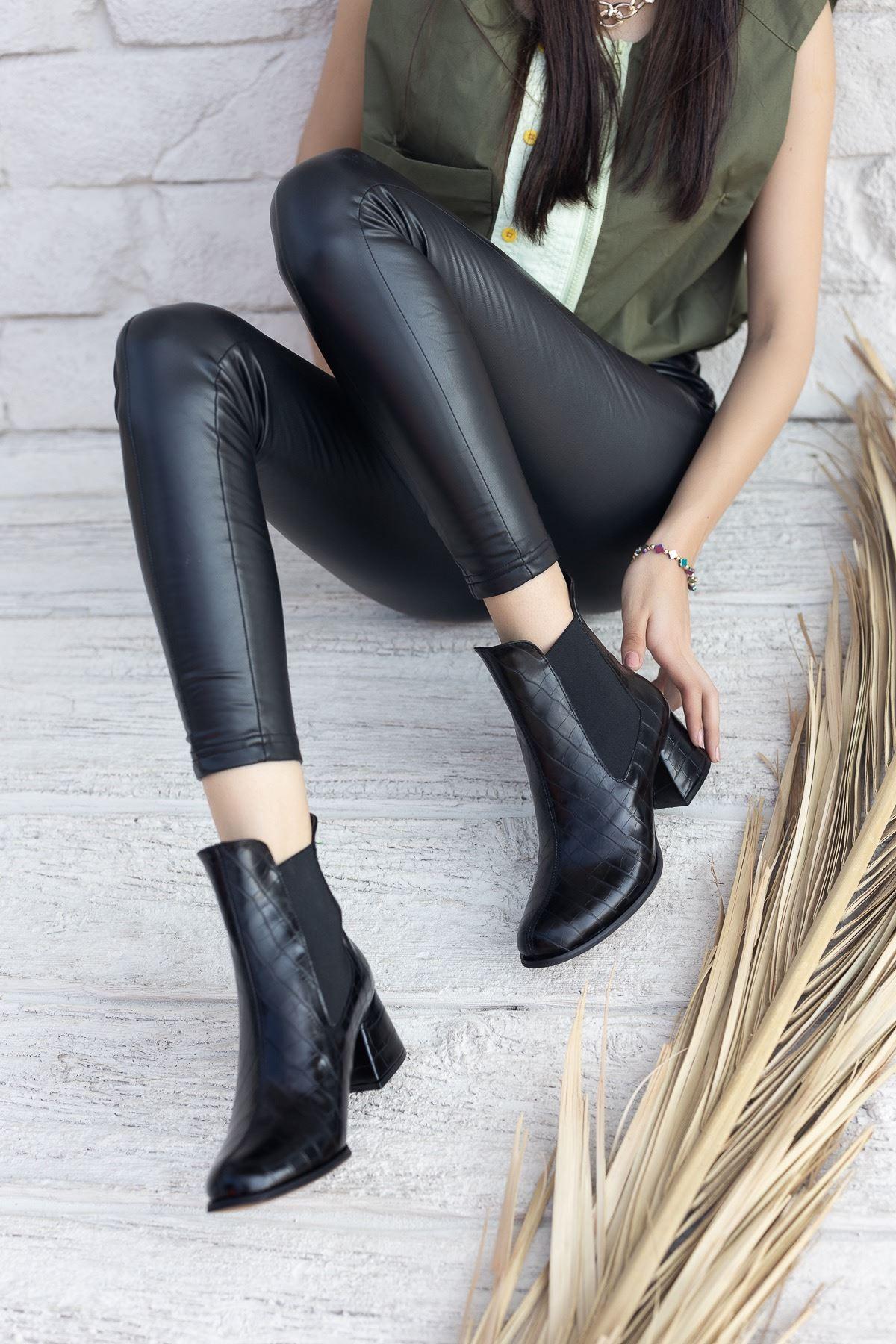 Kadın Dosela Lastikli  Kısa Topuklu Siyah Rugan Bot