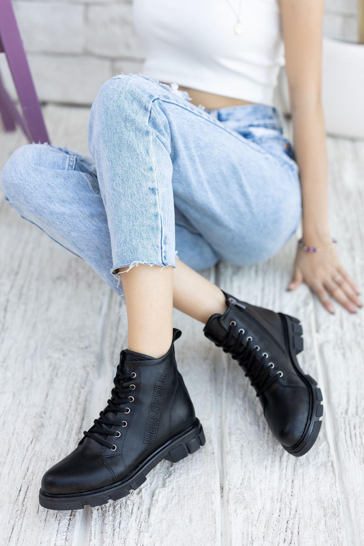 Kadın Tomy Bağcık Detaylı Mat Deri Siyah Bot