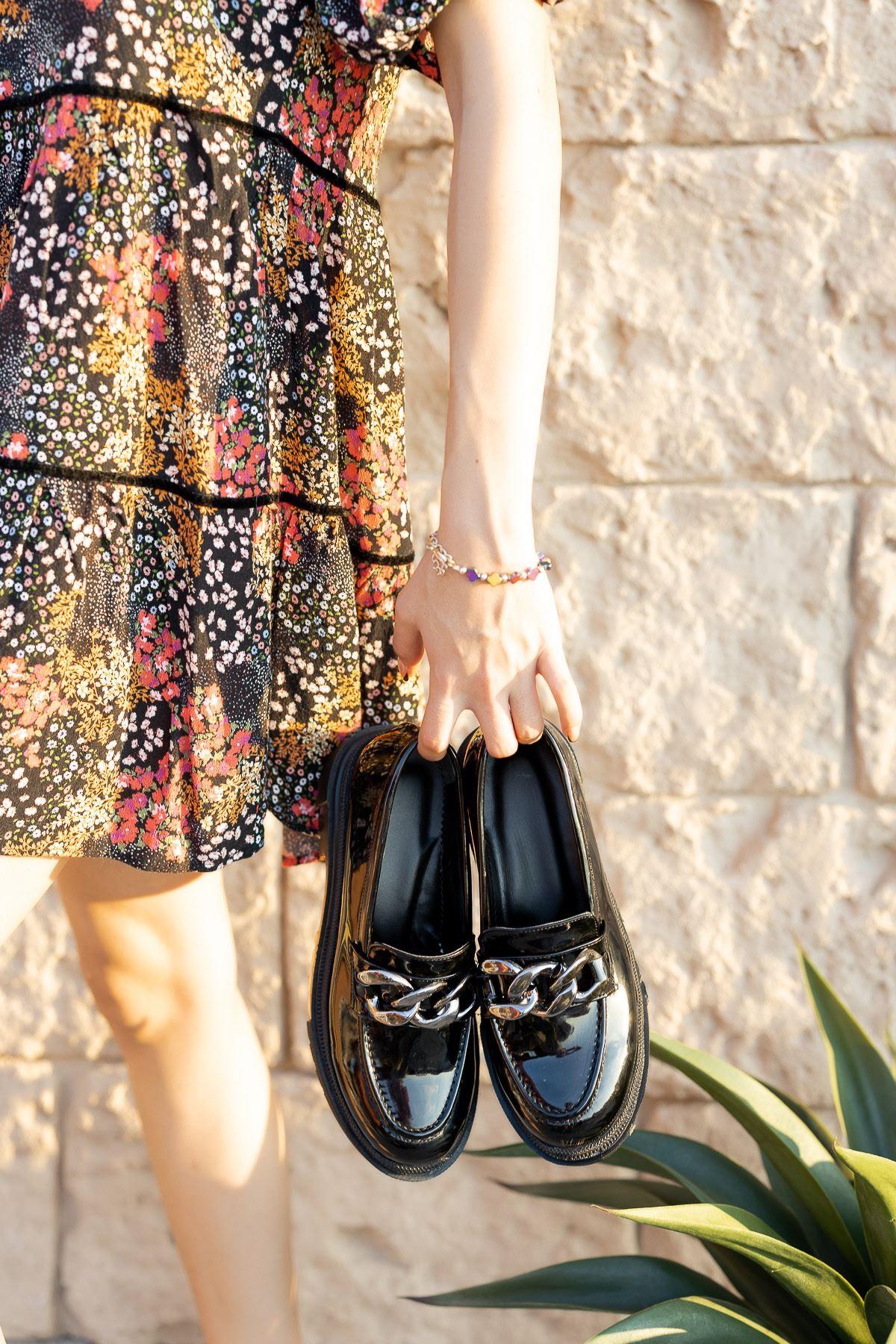 Kadın Darla Kalın Taban Toka Detaylı Siyah Rugan Ayakkabı