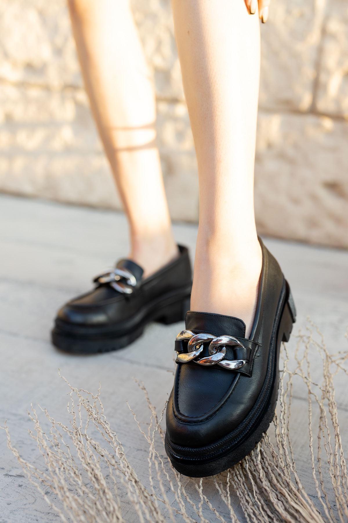Kadın Darla Kalın Taban Toka Detaylı Siyah Mat Deri  Ayakkabı