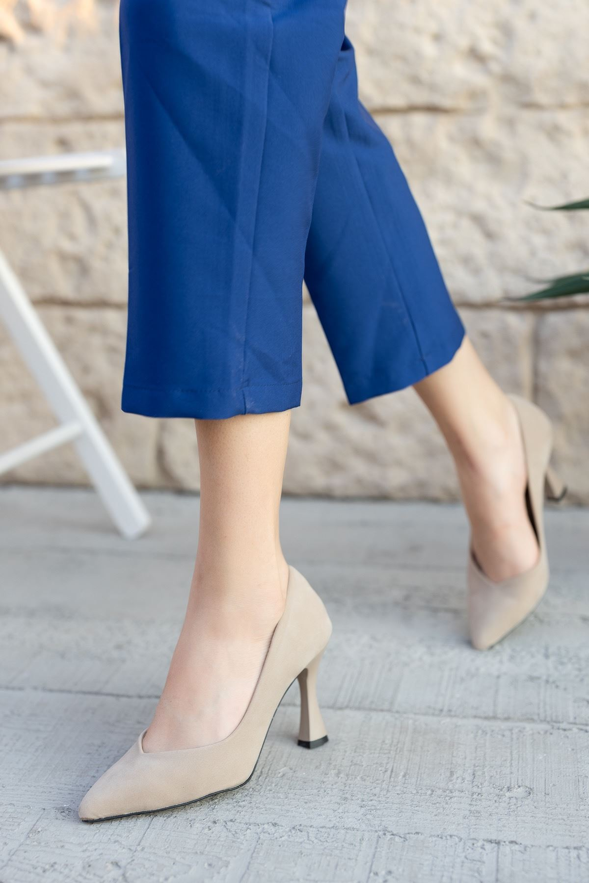 Kadın Laura Kadeh Topuk Detaylı Ten Süet Stiletto