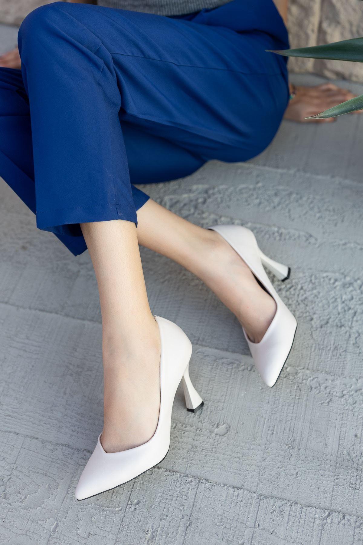Kadın Laura Kadeh Topuk Detaylı Mat Deri Ten Stiletto