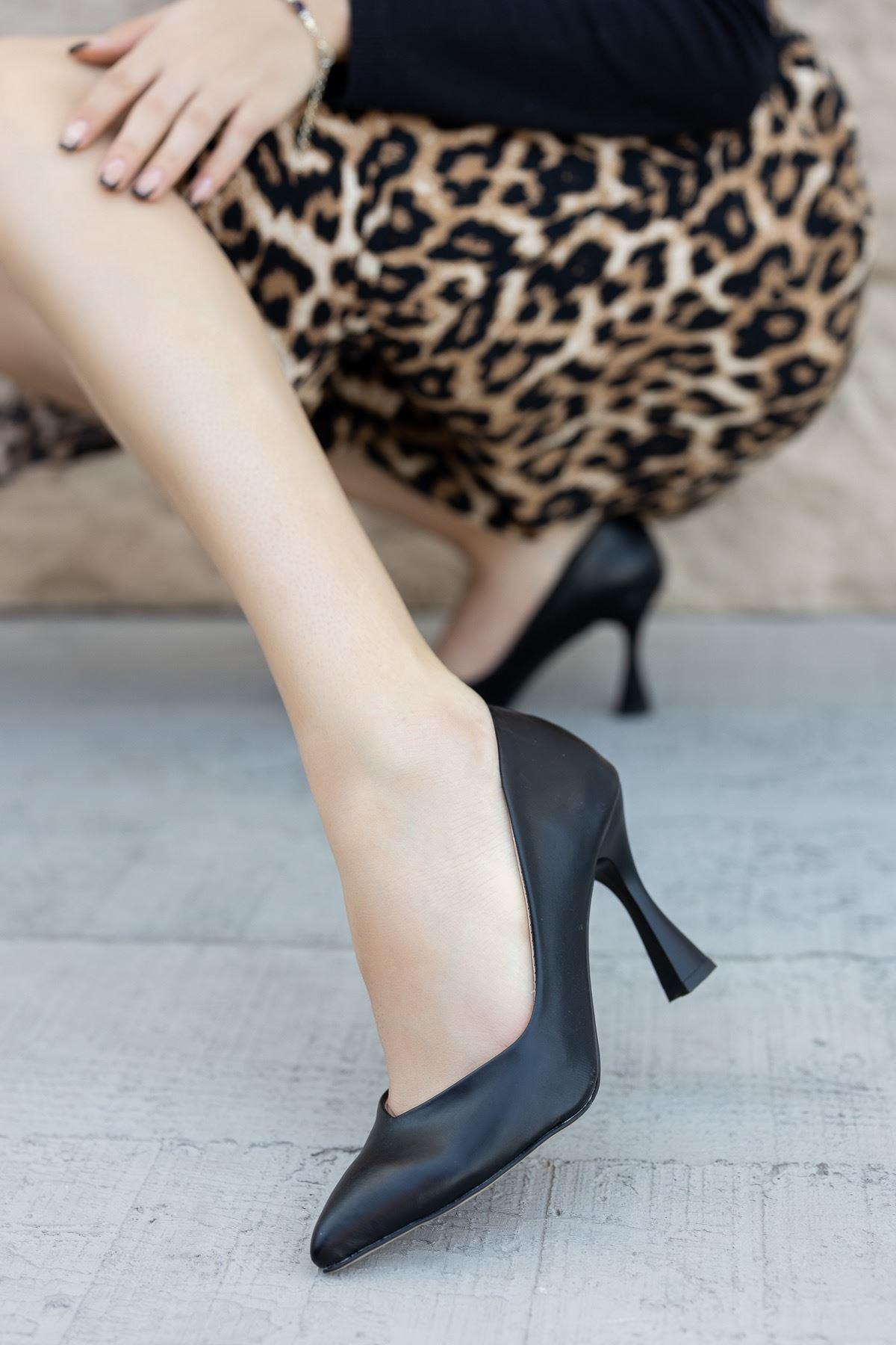 Kadın Laura Kadeh Topuk Detaylı Mat Deri Siyah Stiletto