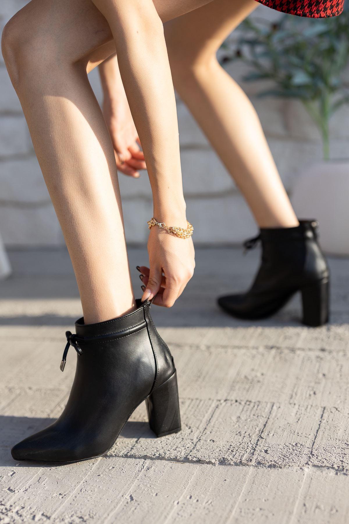 Kadın Cesi Yüksek Kalın Topuklu Mat Deri Siyah Bot