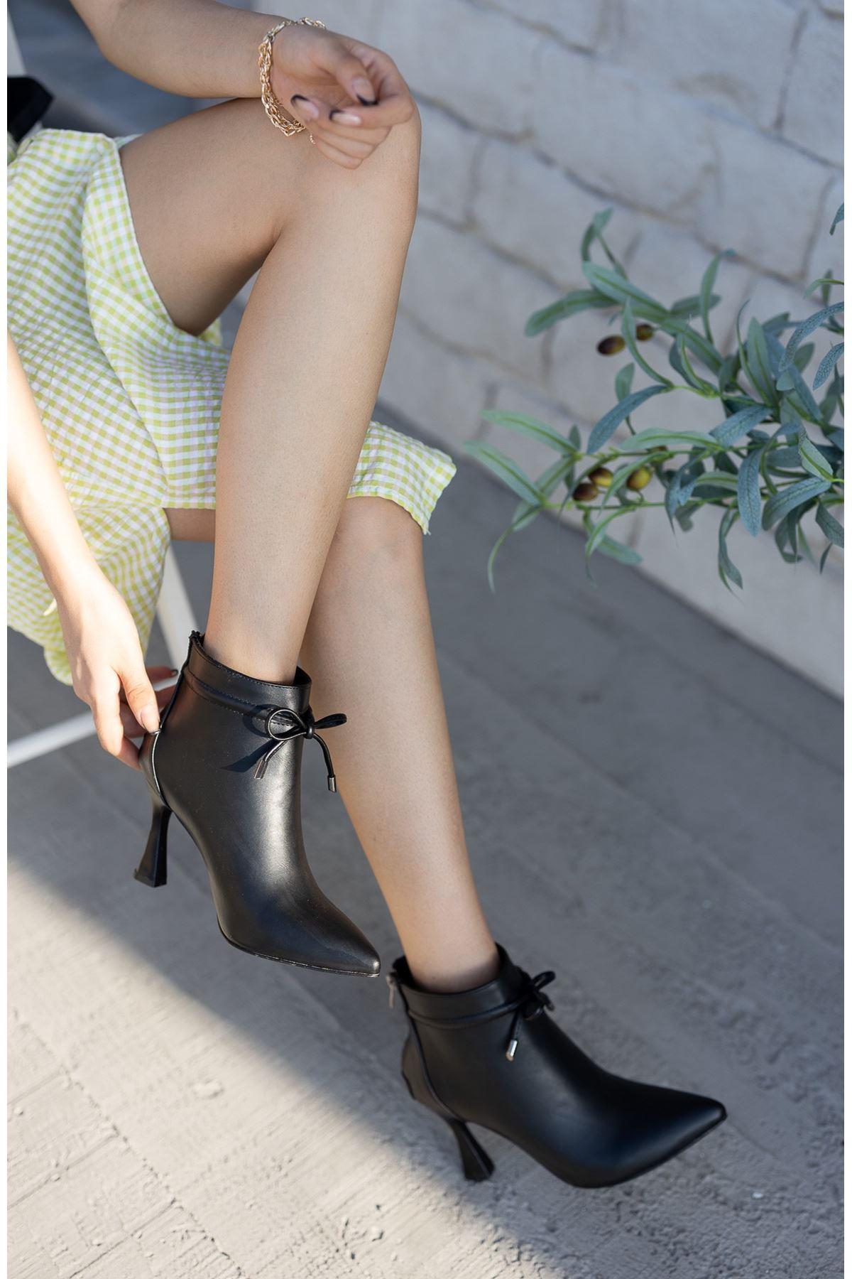 Kadın Minke Yüksek Kadeh Topuklu Mat Deri Siyah Bot